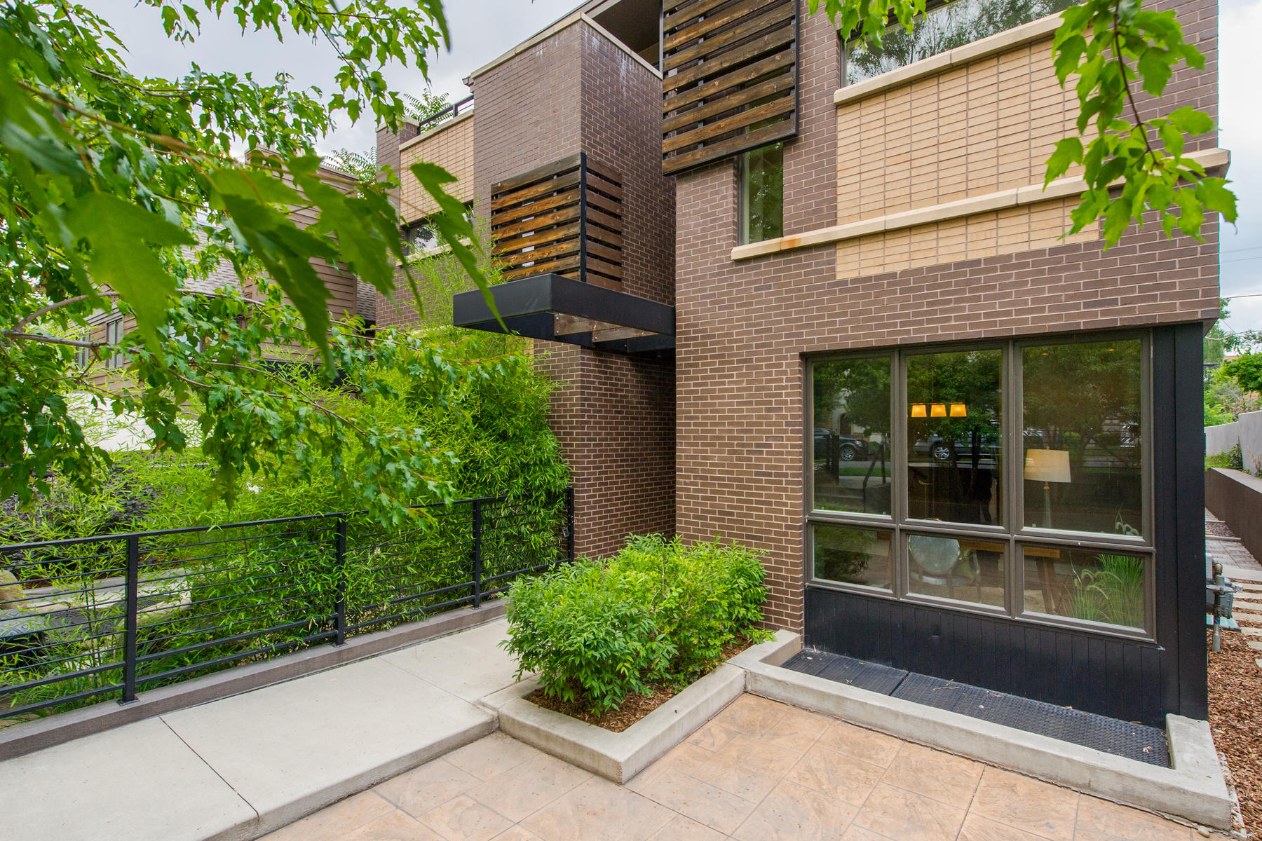 Single Family Home for Active at Easy. Modern. Fresh. Gorgeous Cherry Creek North Townhome 463 Detroit Street Denver, Colorado 80206 United States