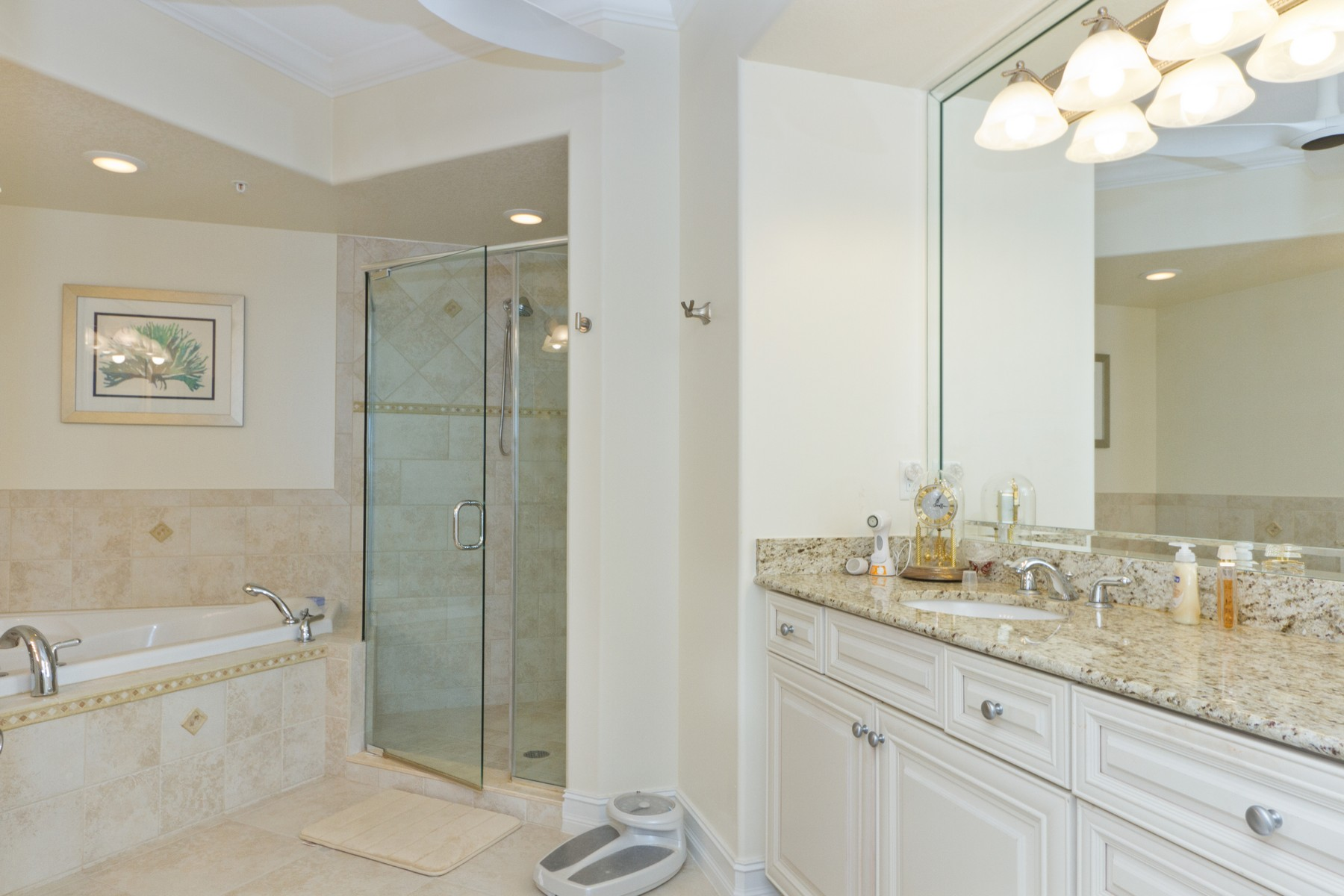 Additional photo for property listing at Roomey Beachfront Condo in Oceanique. 4160 N Highway A1A Unit #902A Hutchinson Island, Florida 34949 United States