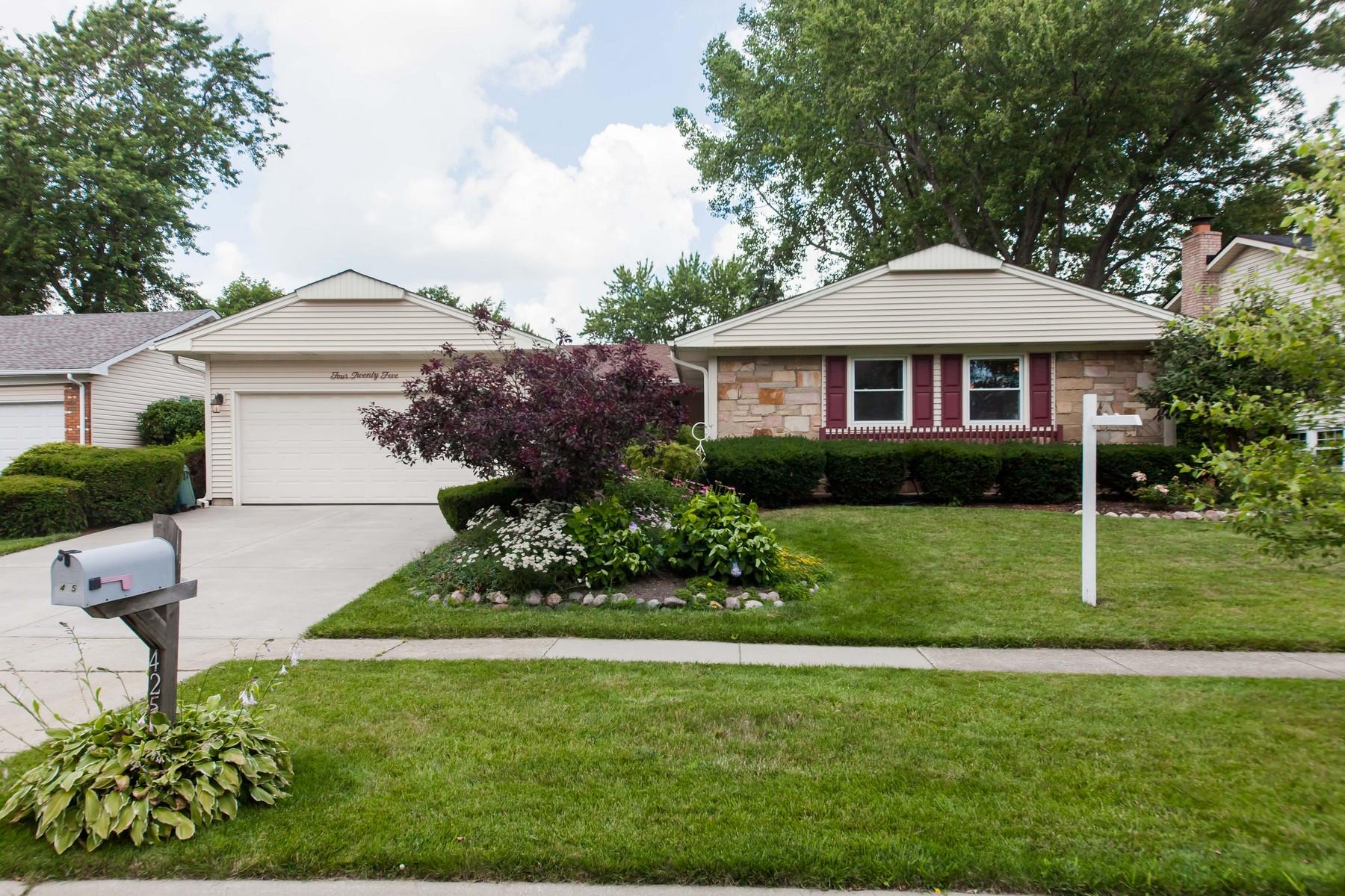 Vivienda unifamiliar por un Venta en Beautiful Sprawling U-Shaped Ranch Home 425 Regent Drive Buffalo Grove, Illinois, 60089 Estados Unidos