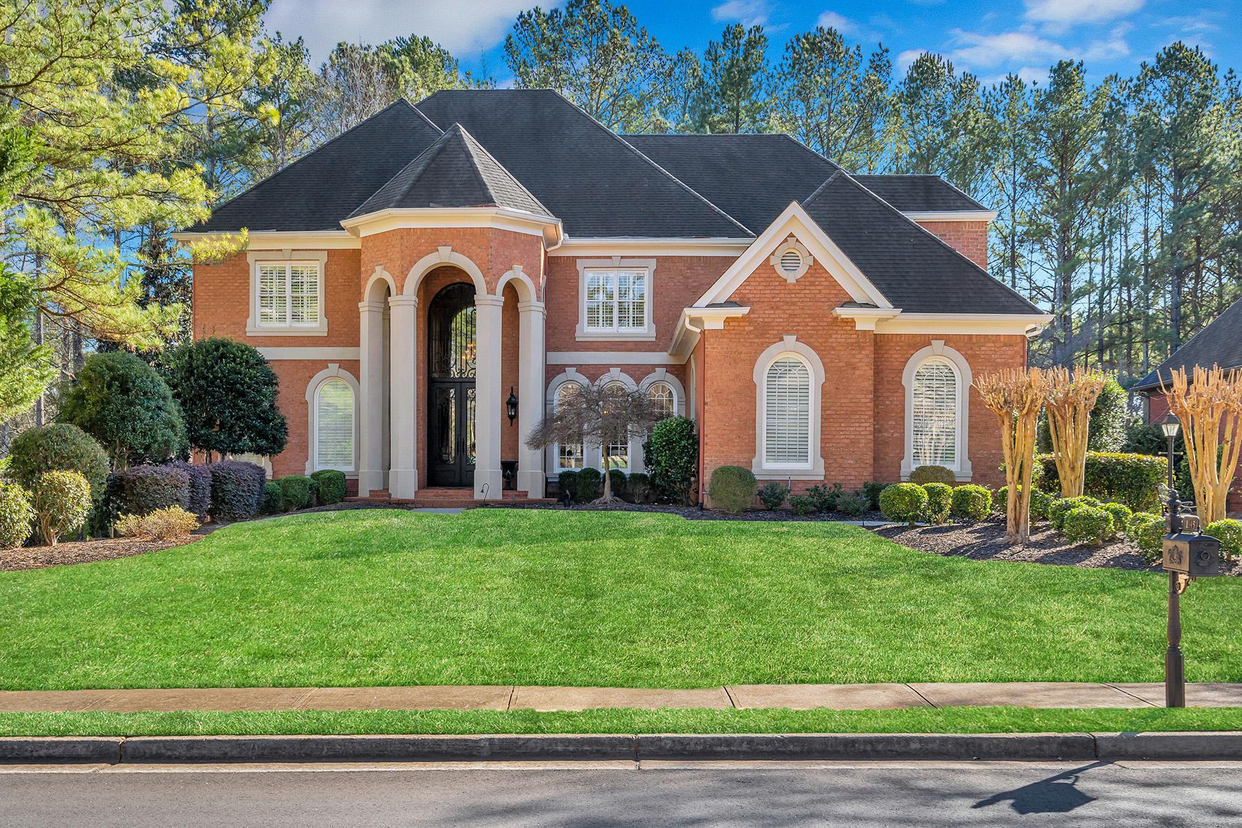 Single Family Homes для того Продажа на Stunning Brick Home On The Golf Course In Windward's Gated Northshore Community 1345 Portmarnock Drive, Alpharetta, Джорджия 30005 Соединенные Штаты