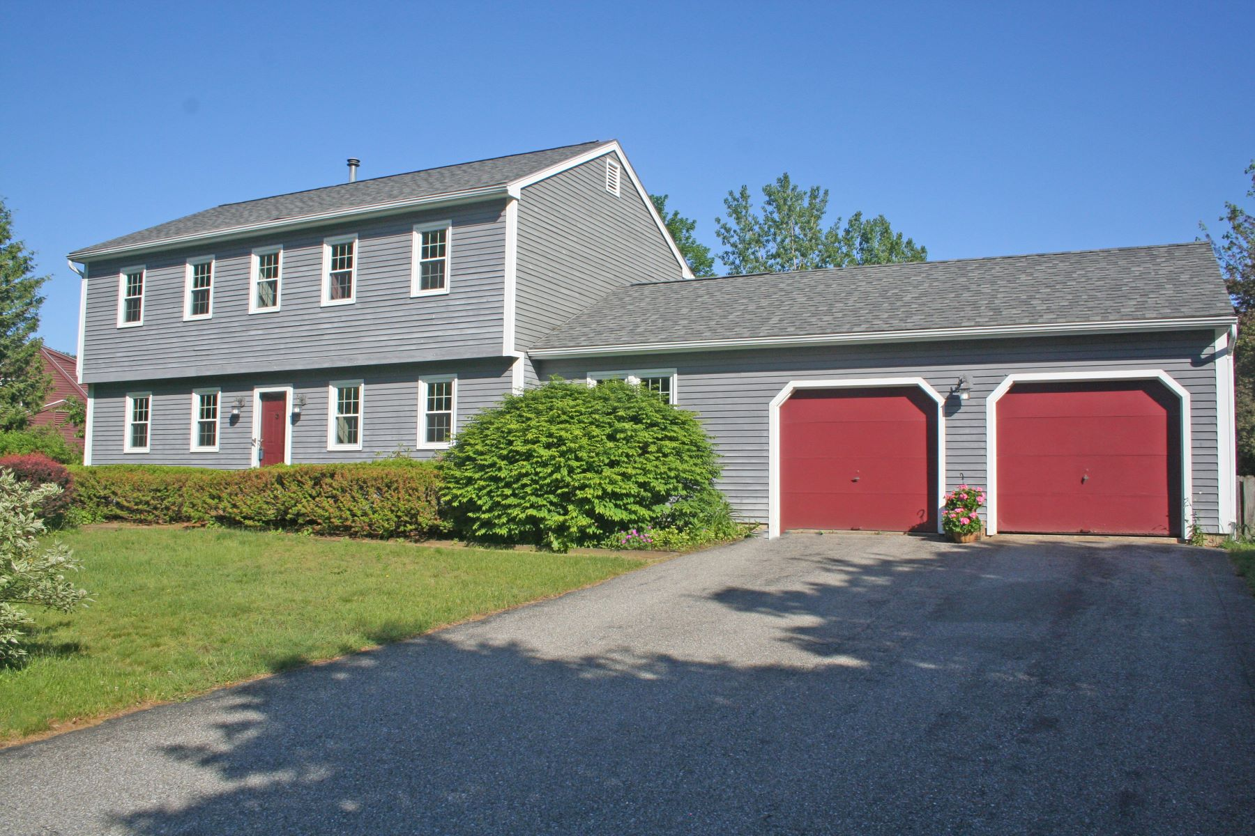 Single Family Homes for Sale at 14 Suffolk Lane, Essex 14 Suffolk Ln Essex, Vermont 05452 United States