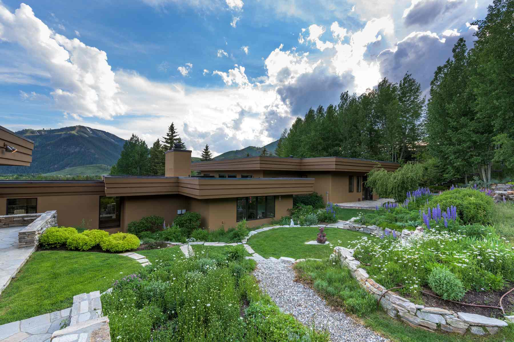 Additional photo for property listing at Spectacular Elevated Setting 455 N. Bigwood Drive Ketchum, Idaho 83340 United States