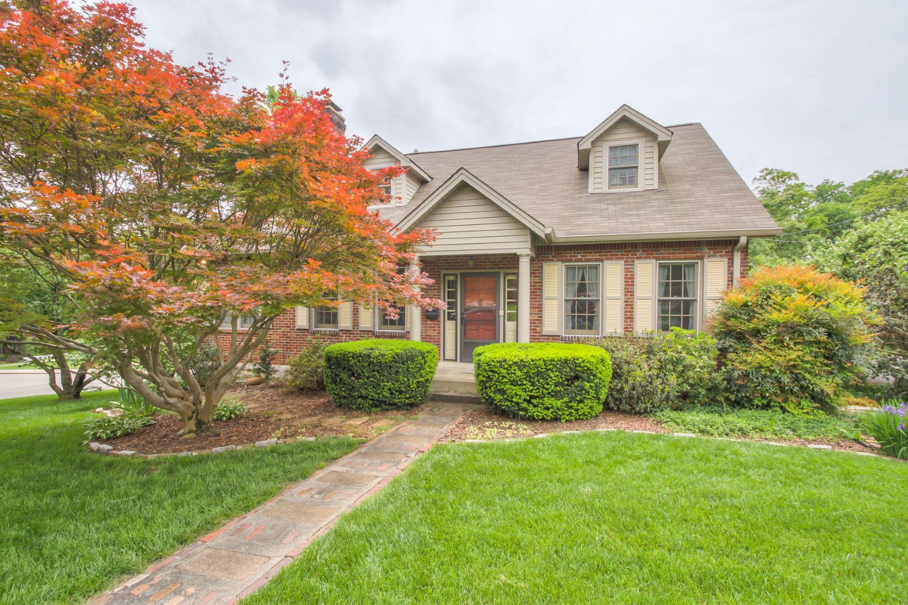 Частный односемейный дом для того Продажа на Boundless Cape Cod Home on Acklen 3201 Acklen Ave Nashville, Теннесси, 37212 Соединенные Штаты
