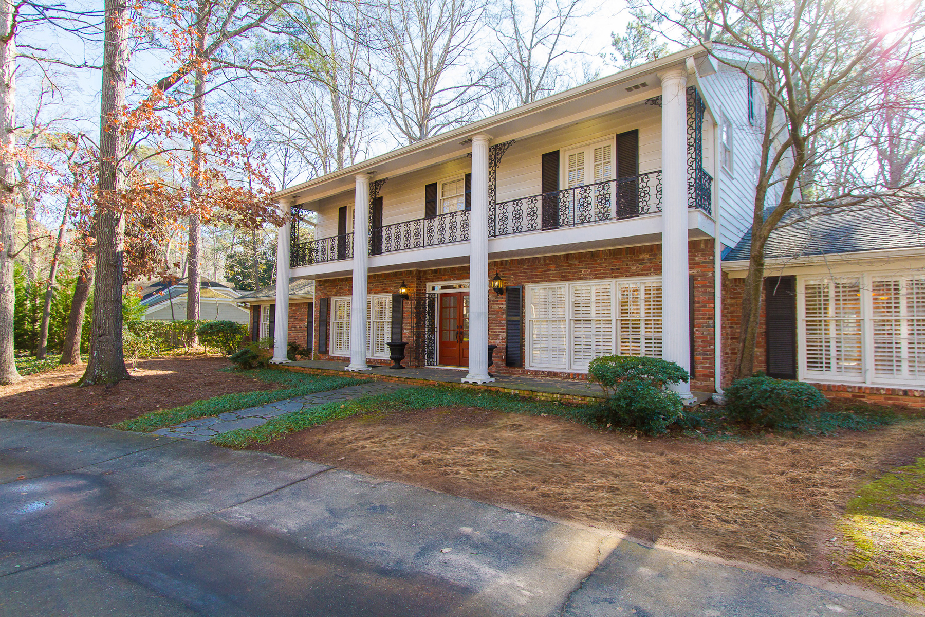 Single Family Home for Sale at Buckhead Townhome Property 1190 West Paces Ferry Rd Atlanta, Georgia 30327 United States