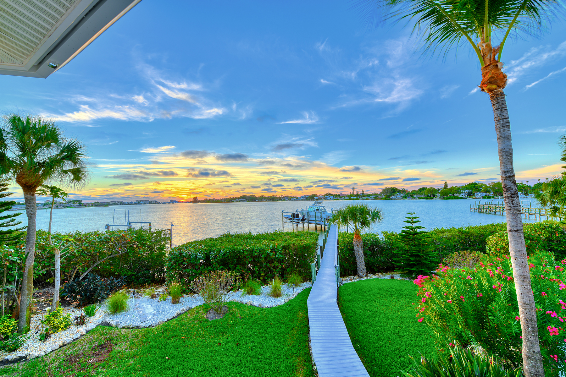 Single Family Homes for Active at 737 Eagle Point Dr Venice, Florida 34285 United States