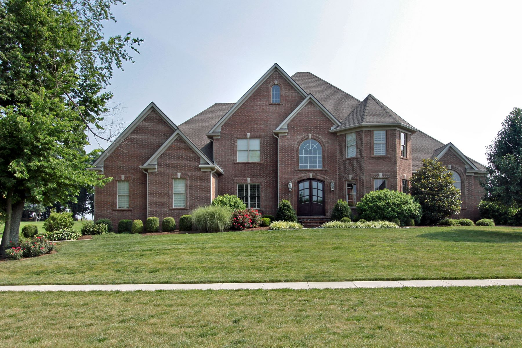 Single Family Home for Sale at 206 Golf Club Drive Nicholasville, Kentucky 40356 United States