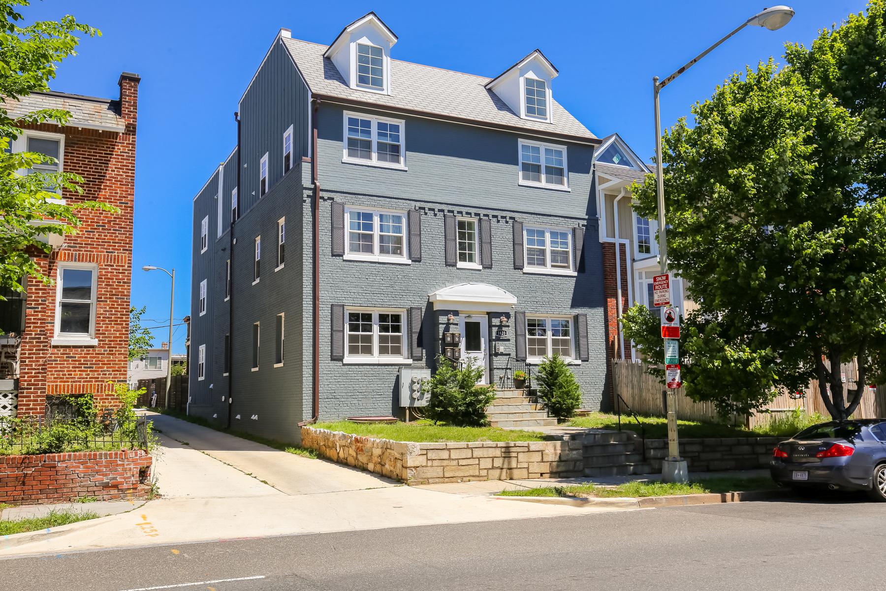 共管式独立产权公寓 为 销售 在 1820 Independence Avenue Se 2, Washington 华盛顿市, 哥伦比亚特区, 20003 美国