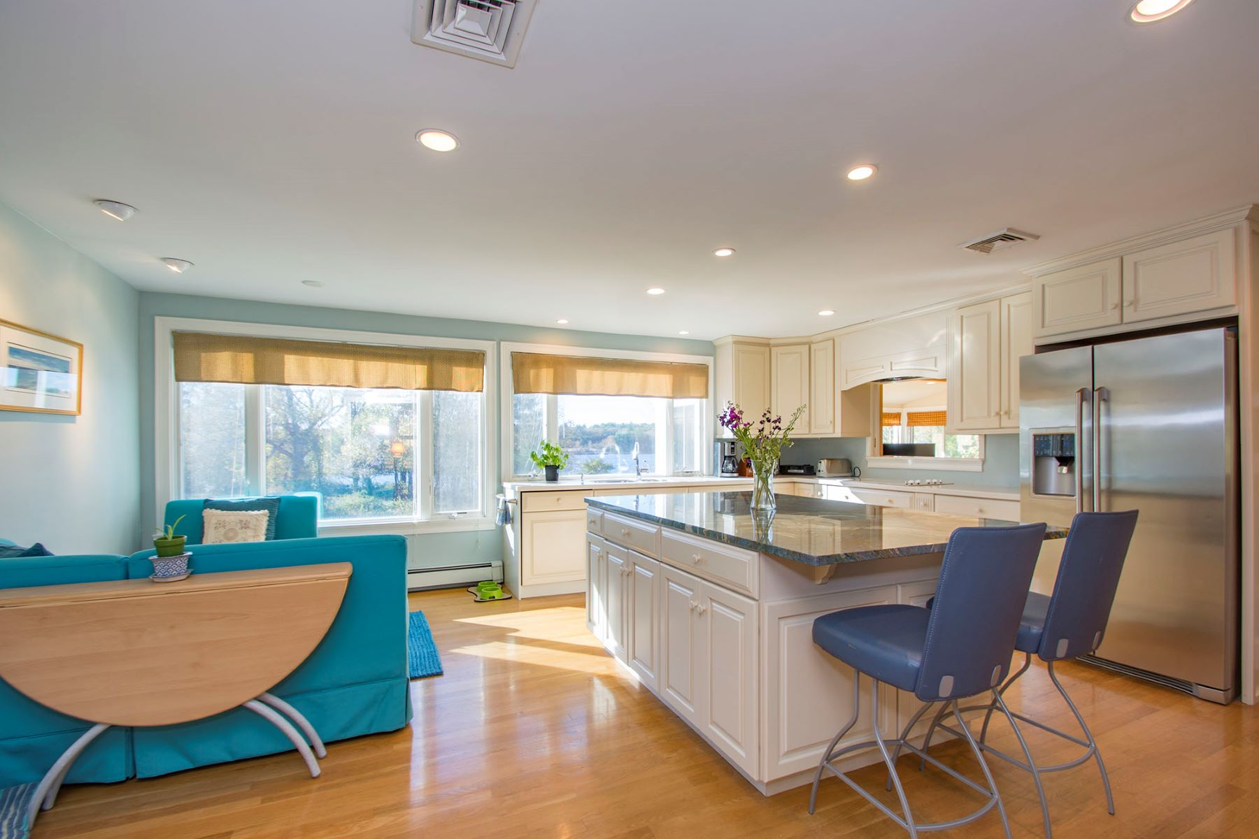 Maison unifamiliale pour l Vente à Views of Cohasset's Lilly Pond 439 King Street, Cohasset, Massachusetts, 02025 États-Unis