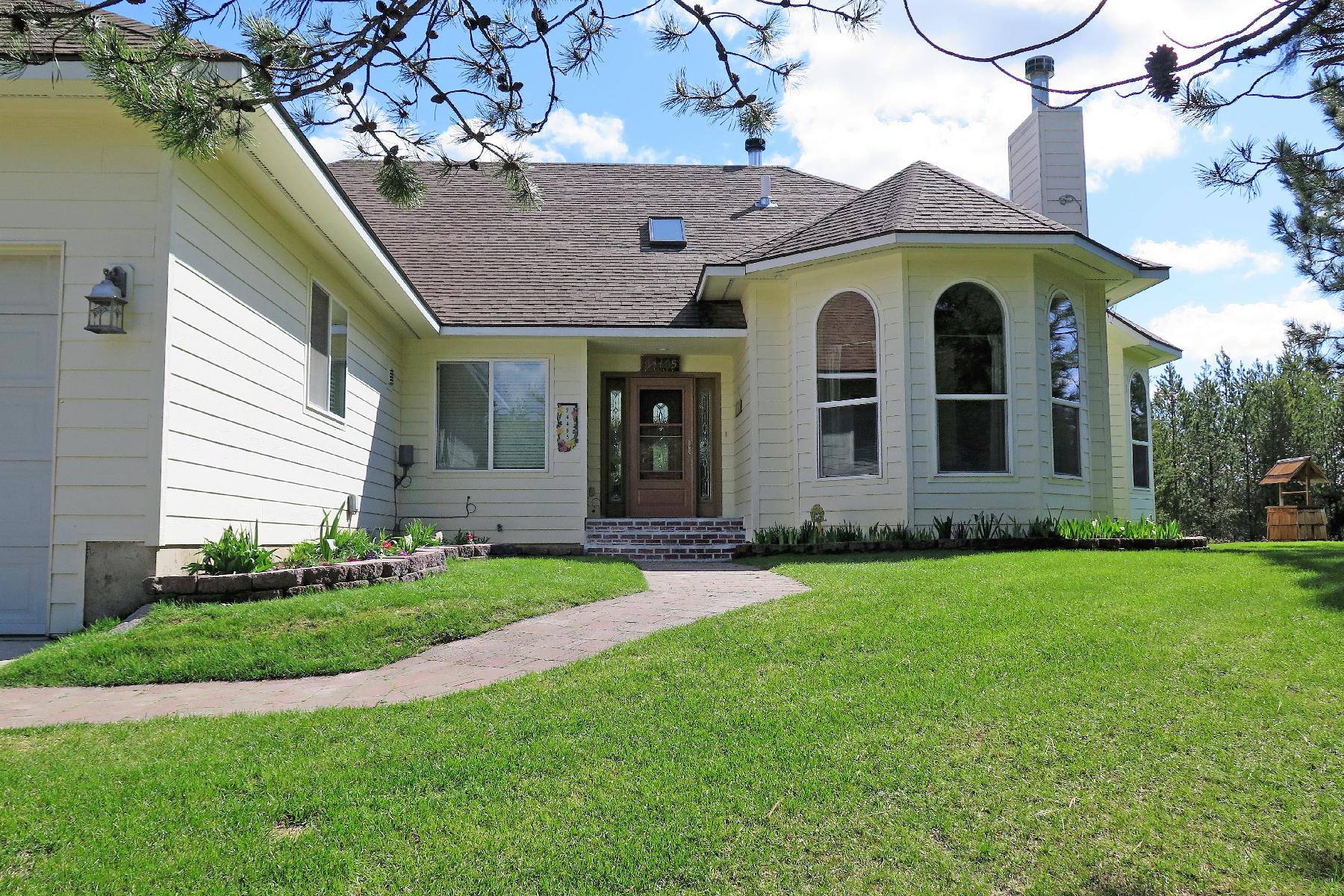 Частный односемейный дом для того Продажа на Gorgeous Home On 10.8 Acres 34485 N Kelso Dr Spirit Lake, Айдахо, 83869 Соединенные Штаты