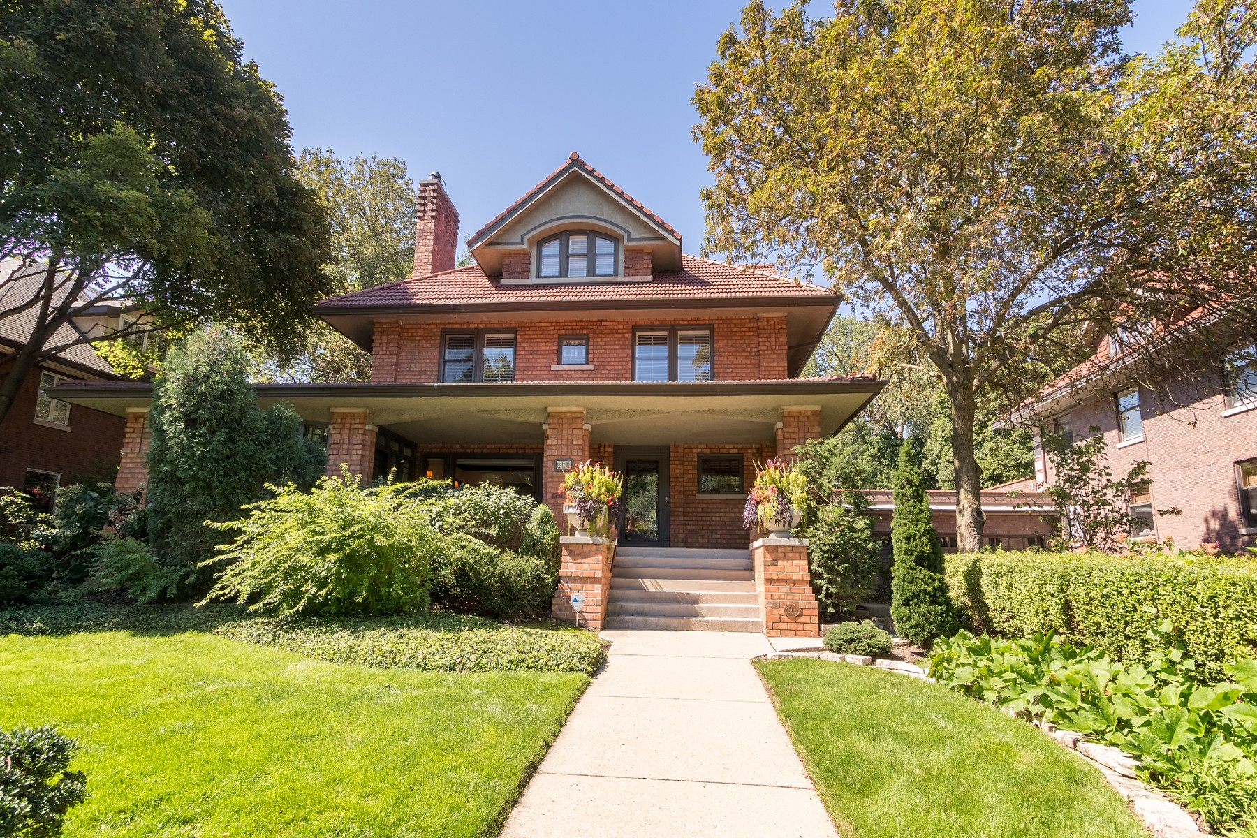 Single Family Home for Active at Stunning Landmark Home 824 Sheridan Road Evanston, Illinois 60202 United States