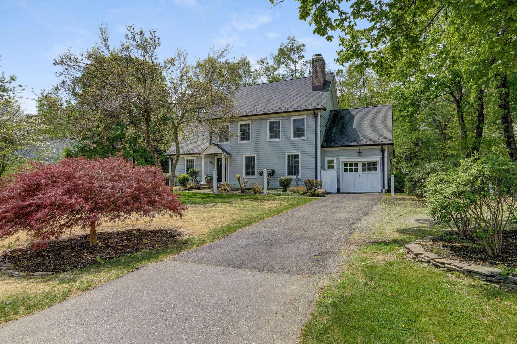 Maison unifamiliale pour l Vente à Stunning Custom Colonial 32 Woodstone Road, Basking Ridge, New Jersey 07920 États-Unis