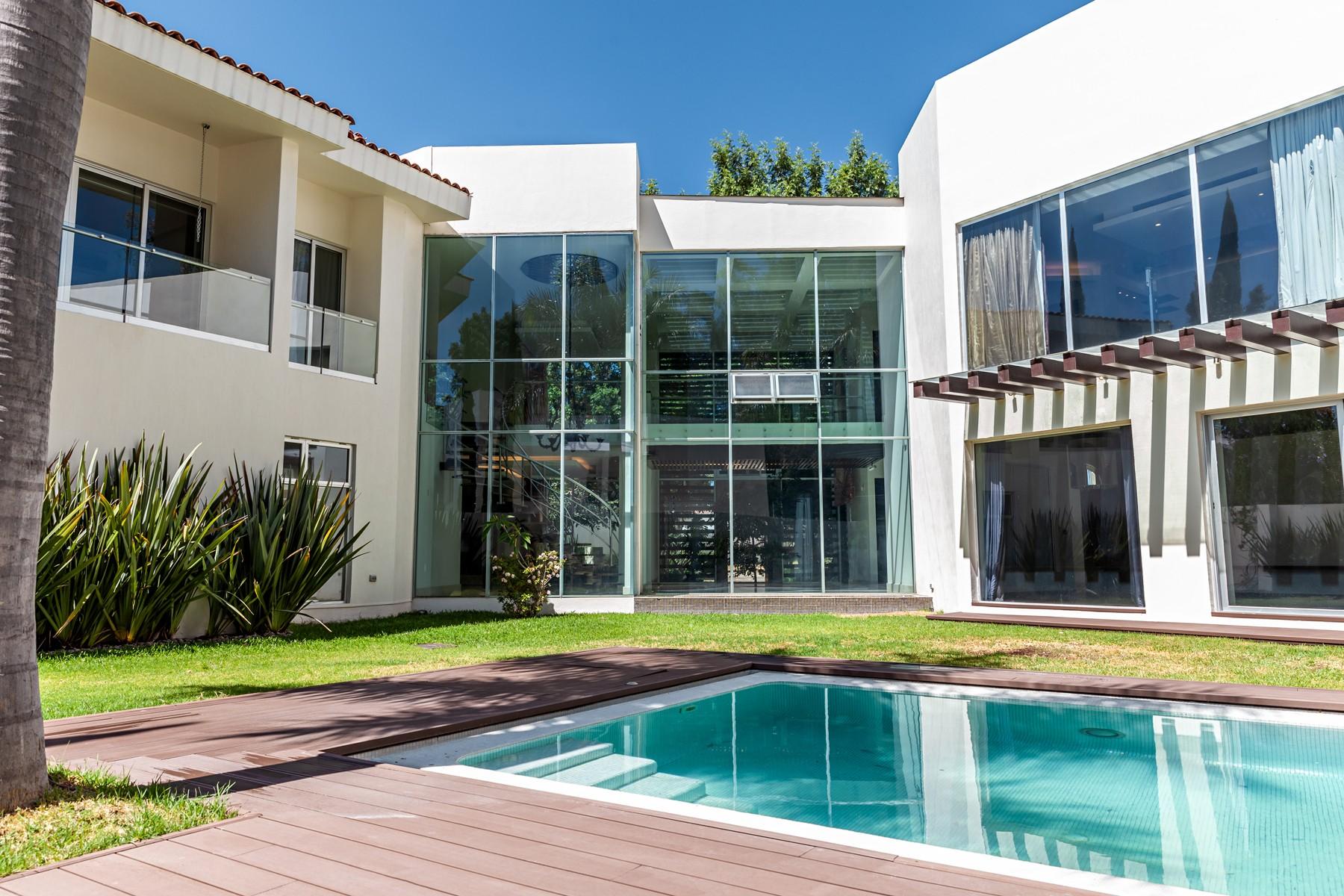 Single Family Homes 용 매매 에 Residencia San Jorge, Valle Real, Zapopan San Jorge 2604 Zapopan, Jalisco 45019 멕시코
