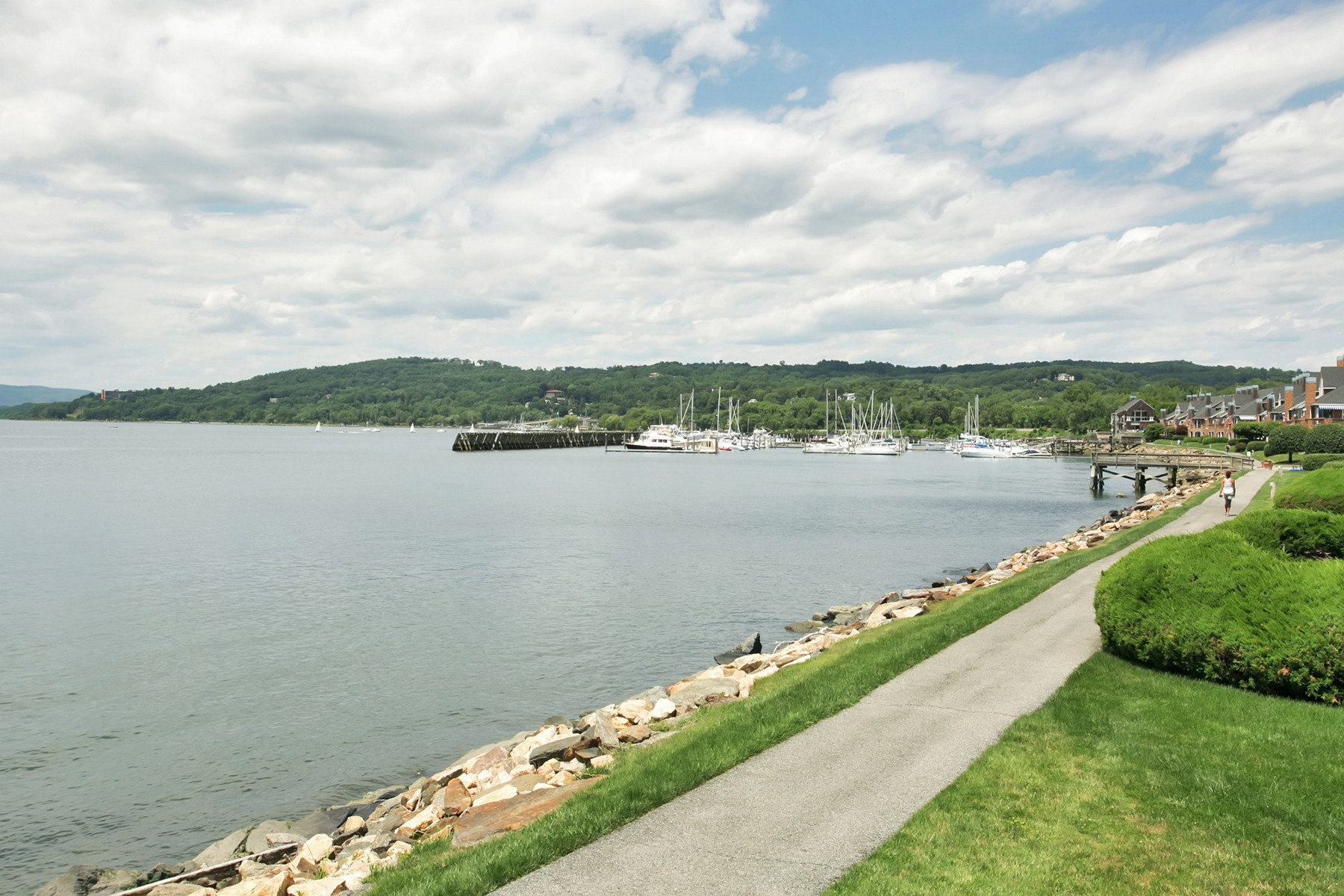 townhouses 為 出售 在 Resort Living Year 'Round 1508 Half Moon Bay Drive, Croton On Hudson, 纽约 10520 美國