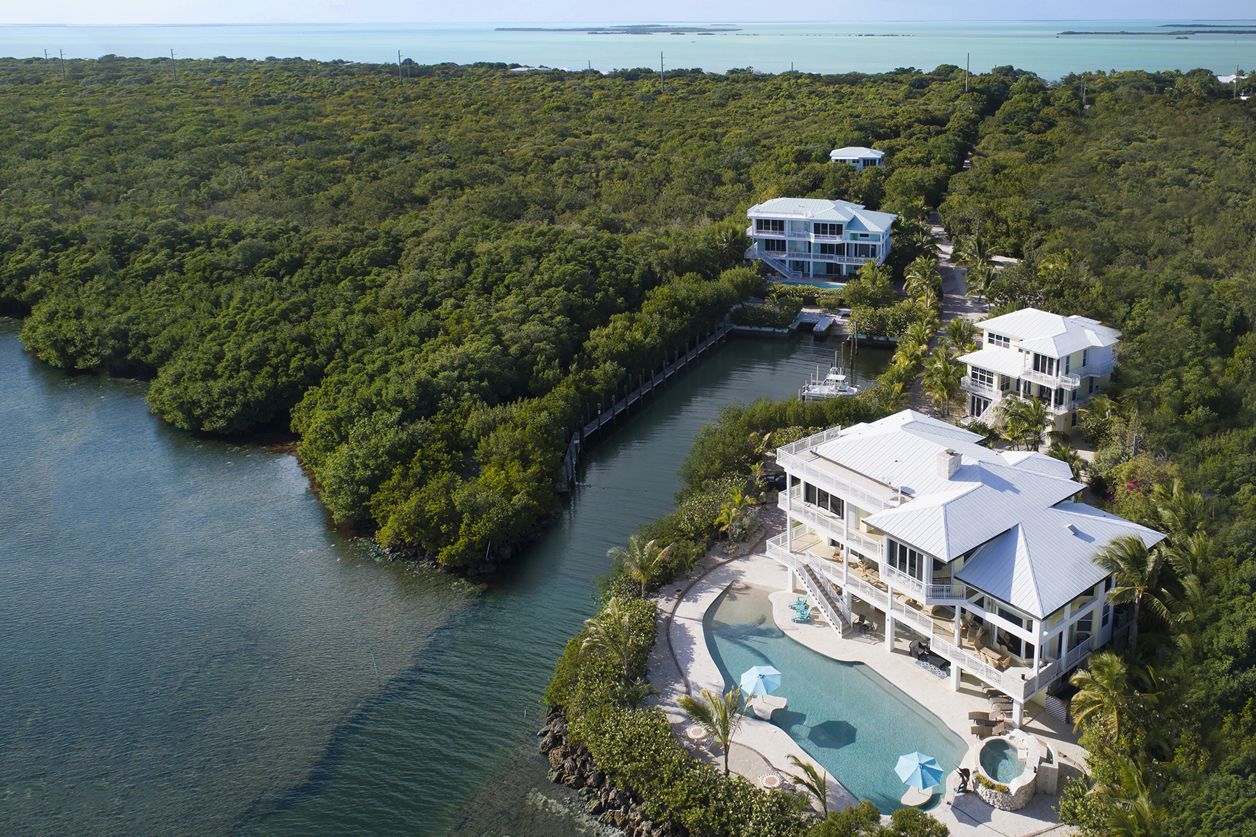 Casa Unifamiliar por un Venta en Unique Oceanfront Estate 97251 Overseas Highway Key Largo, Florida, 33037 Estados Unidos
