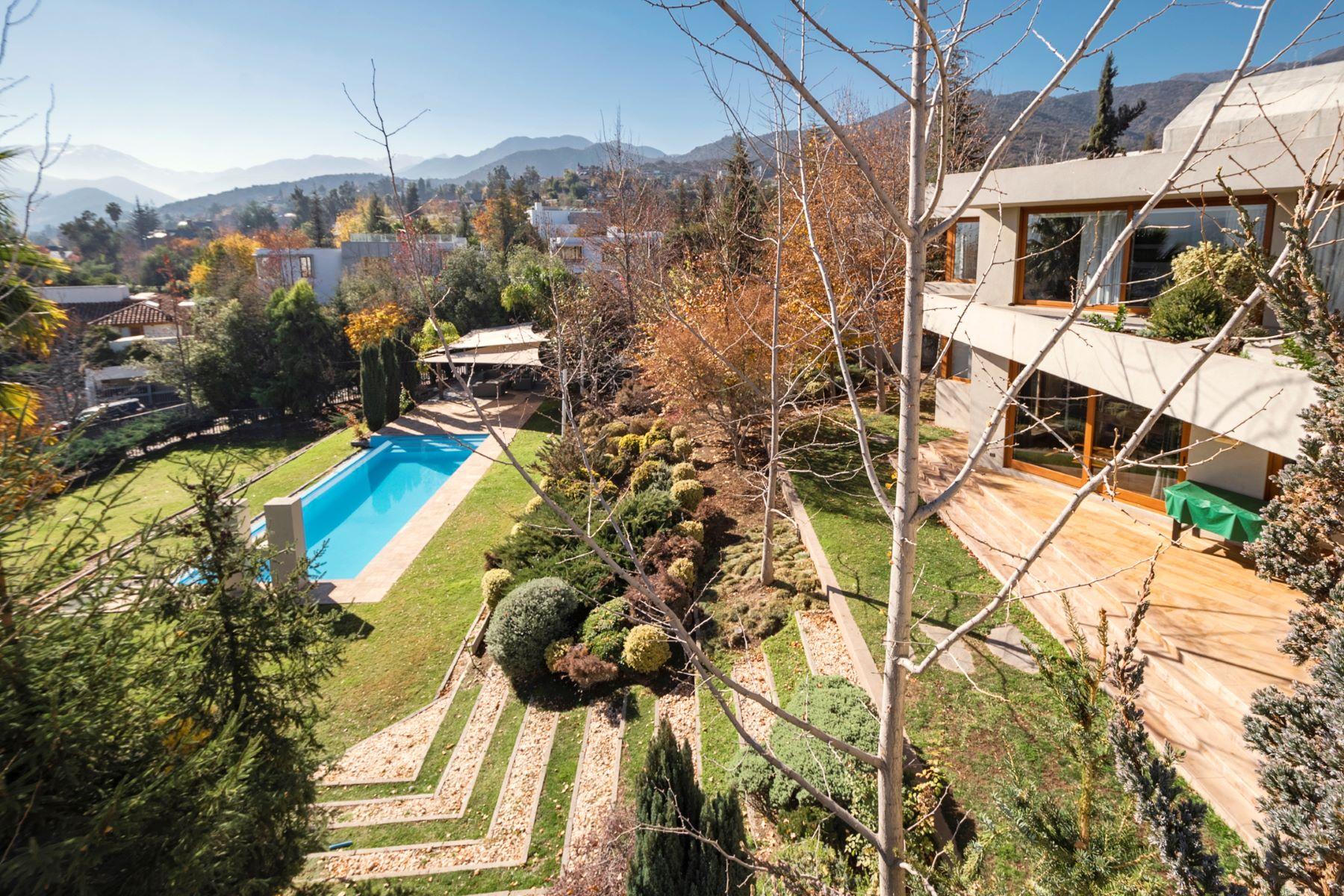 Single Family Homes para Venda às Extraordinary Home in Exclusive Gated Community. Las Condes, Santiago, Region Metropolitana De Santiago Chile