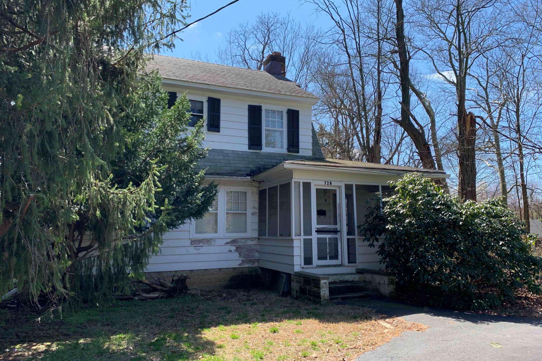 Single Family Homes のために 売買 アット Tinton Falls, ニュージャージー 07724 アメリカ