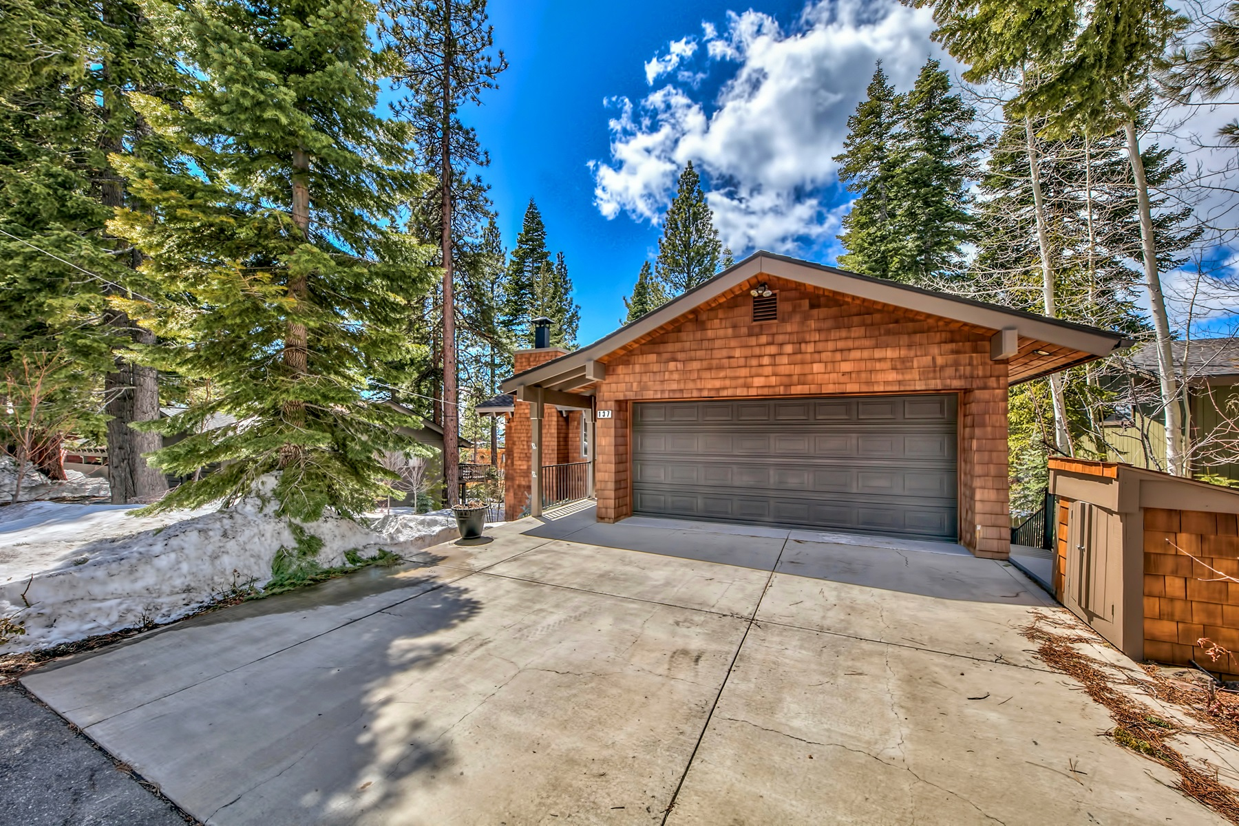 Single Family Homes por un Venta en 137 Marlette Drive, Tahoe City, CA 137 Marlette Drive Tahoe City, California 96145 Estados Unidos