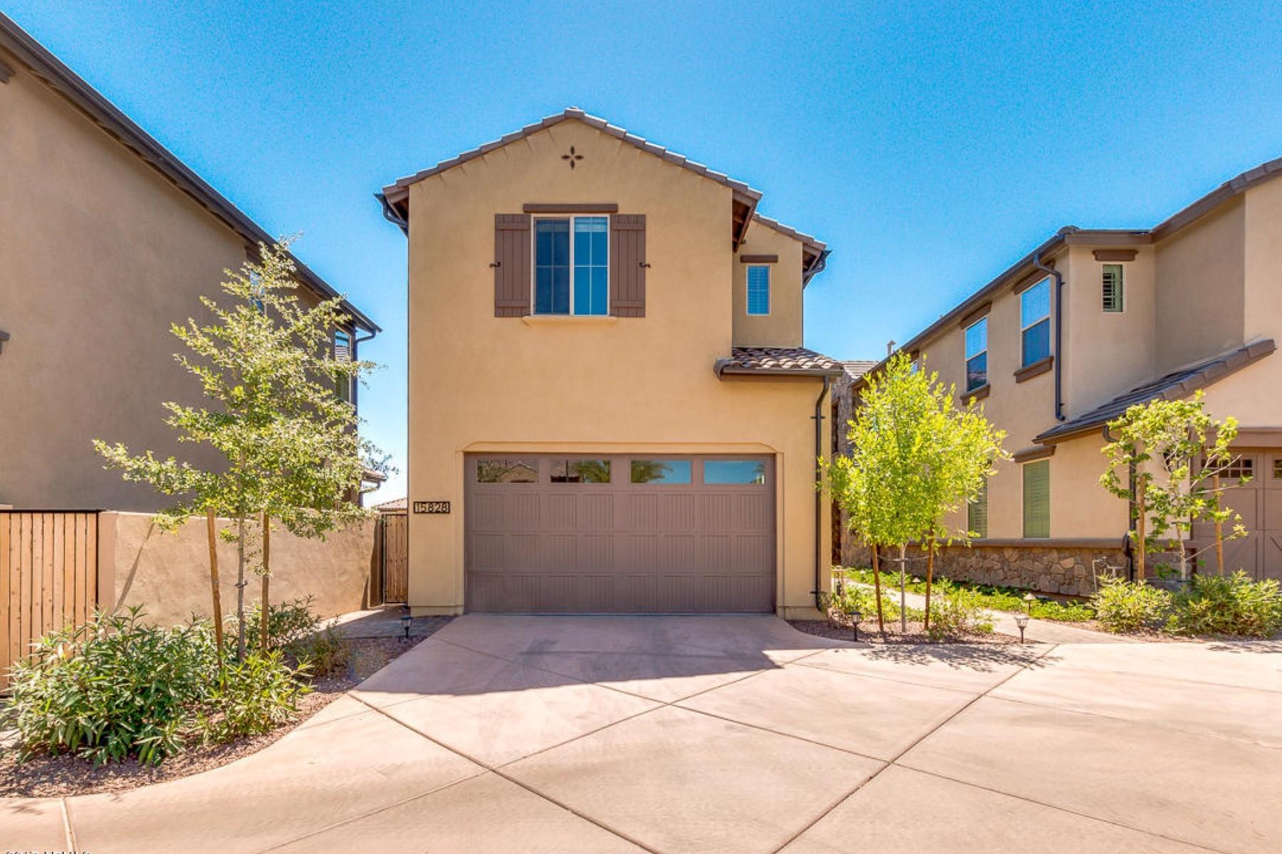 Maison unifamiliale pour l Vente à Resort style living with stunning views 15828 S 12th Way Phoenix, Arizona, 85048 États-Unis