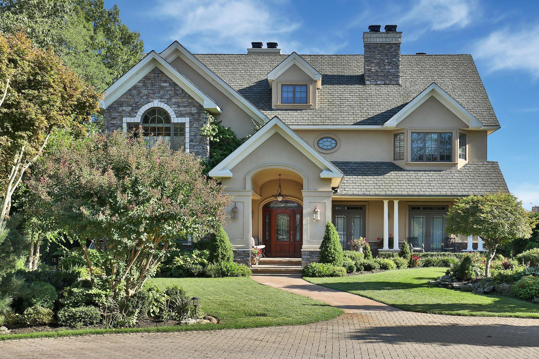 Maison unifamiliale pour l Vente à Extraordinary Waterfront 100 Conover Lane Middletown, New Jersey 07701 États-Unis