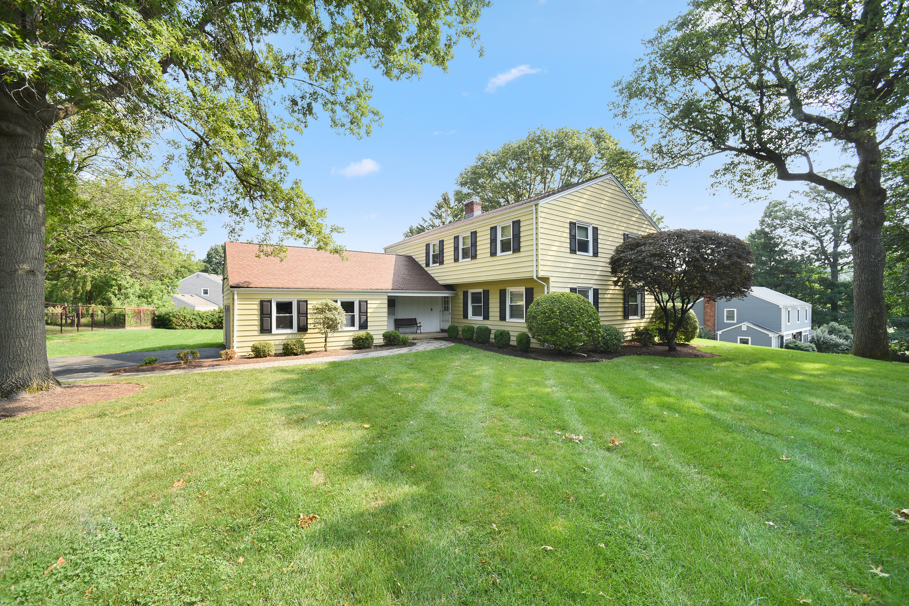 Single Family Homes for Active at Inviting Colonial in Desirable Butterworth Section 3 Corn Hill Drive Morris Township, New Jersey 07960 United States
