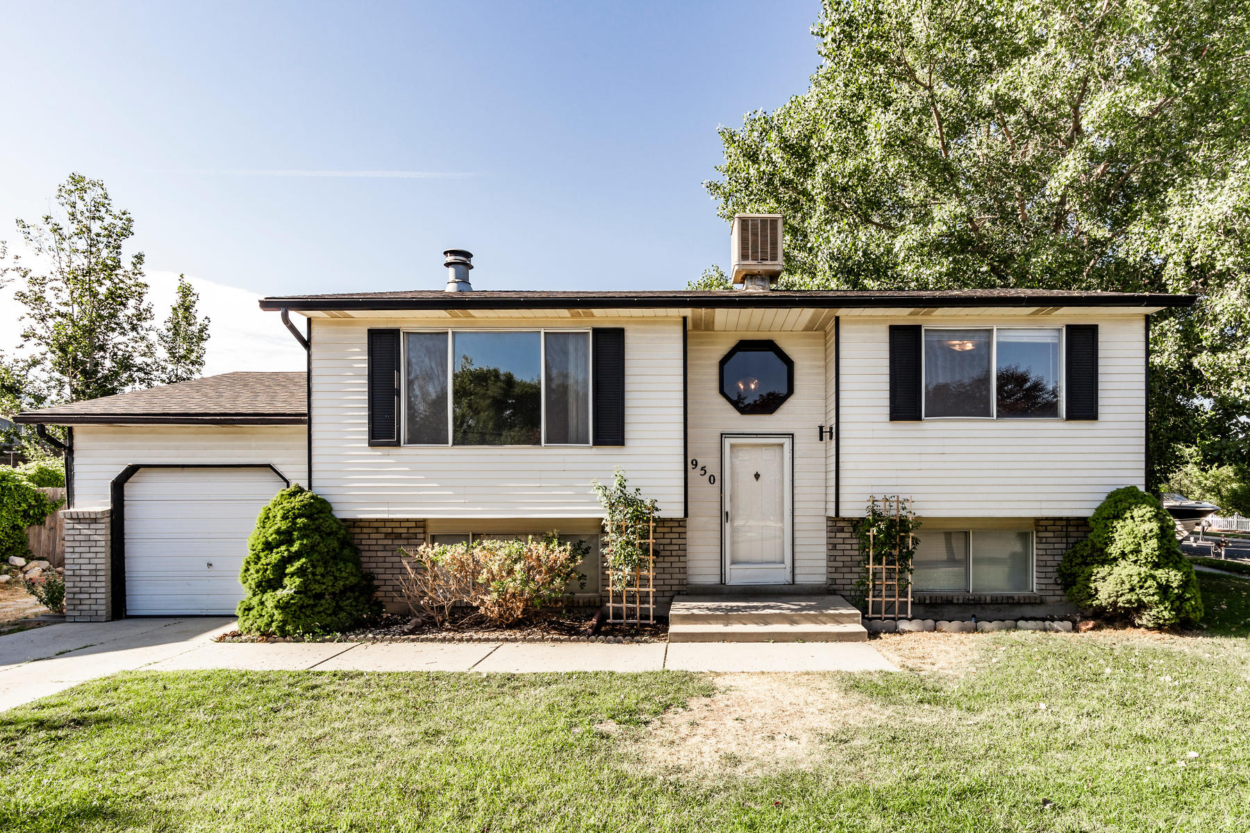 Single Family Homes for Active at Quiet Sandy Cul-de-Sac 950 E South Fork Cir Sandy, Utah 84094 United States