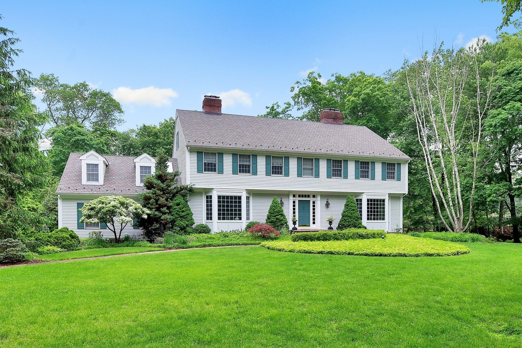 Single Family Homes for Sale at Beautiful CH Colonial 21 Cameron Rd. Saddle River, New Jersey 07458 United States