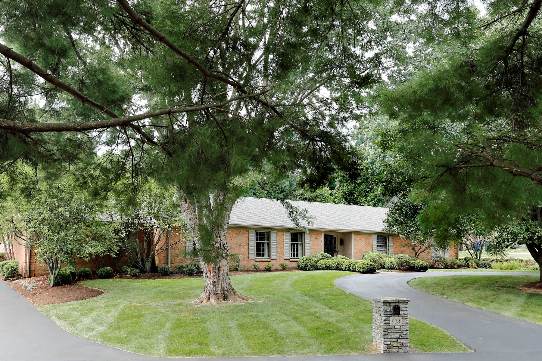 Single Family Home for Sale at 908 Turkey Foot Road Lexington, Kentucky, 40502 United States