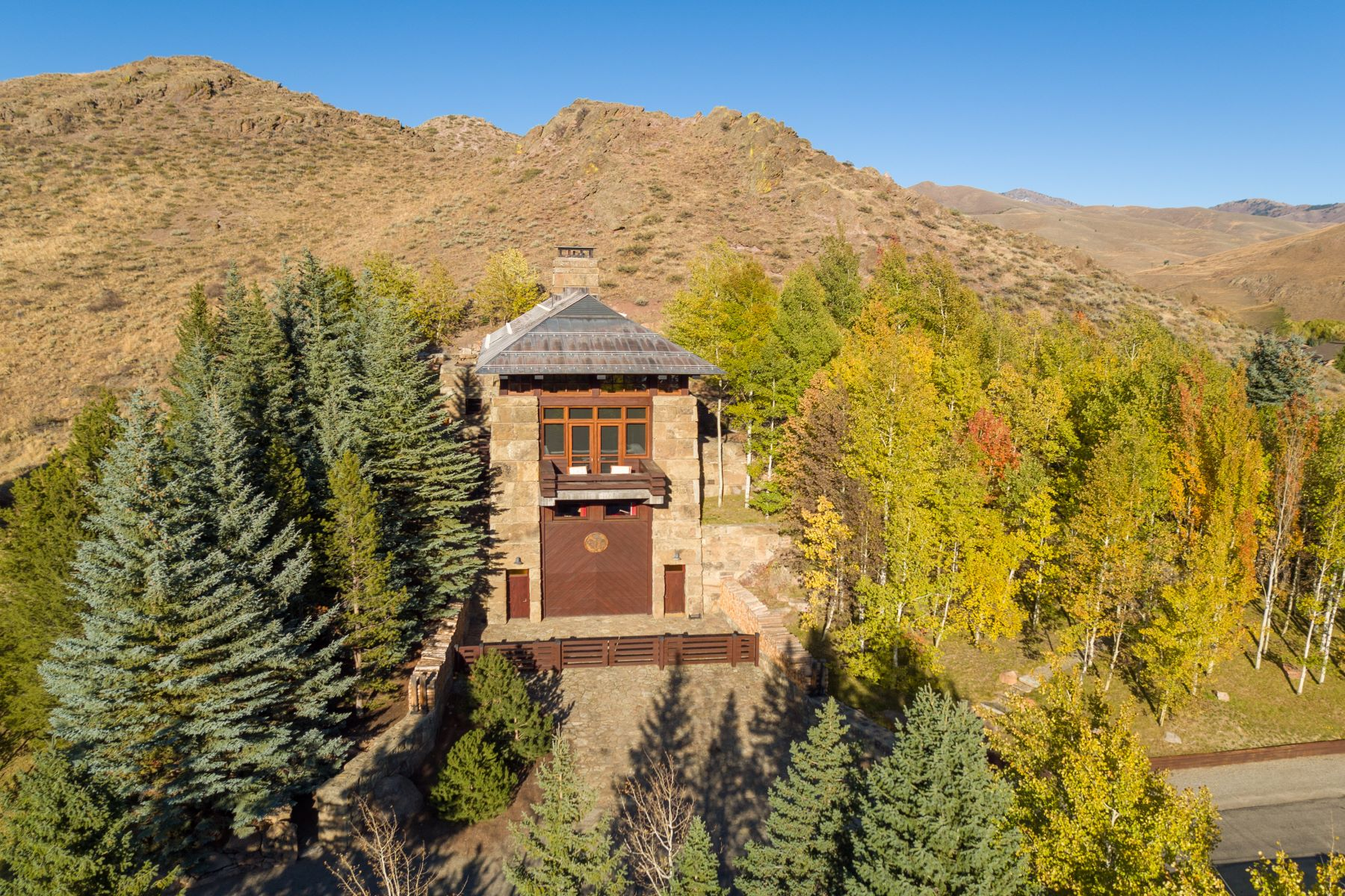 Single Family Homes pour l Vente à Iconic Knob Hill Residence 760 Walnut Ave Ketchum, Idaho 83340 États-Unis