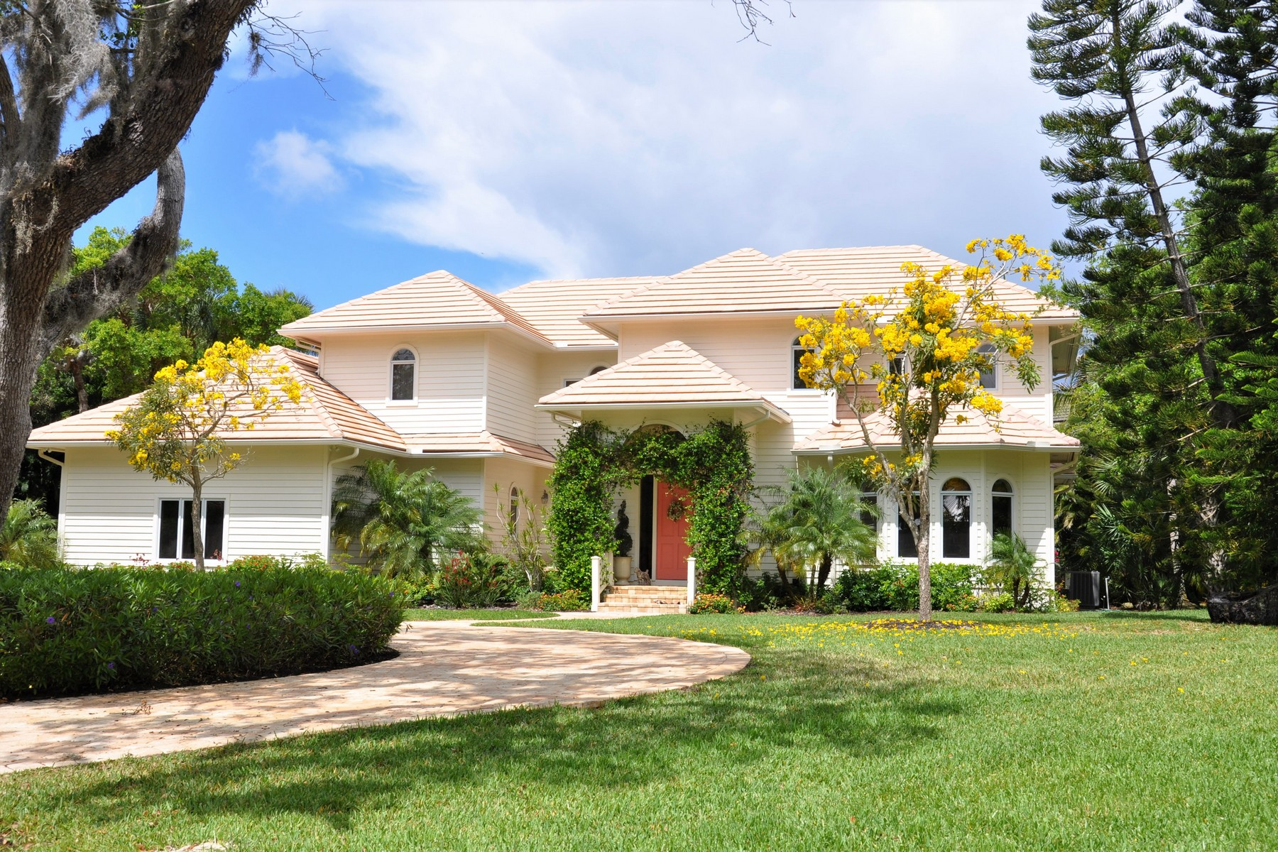 single family homes for Sale at Southern Elegance and Charm 571 N Sundance Trail Vero Beach, Florida 32963 United States
