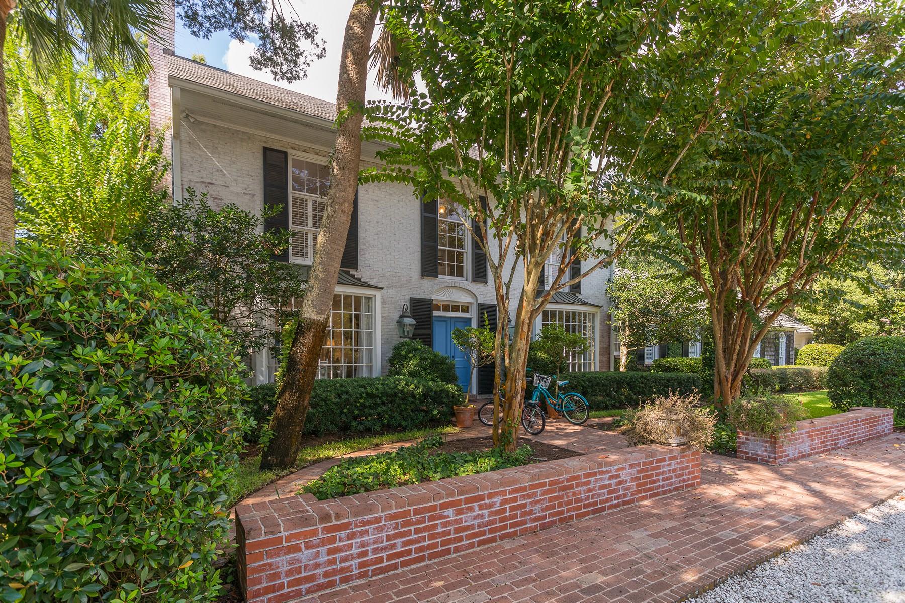 Частный односемейный дом для того Продажа на 205 W Sixth Street 205 W Sixth Street Cottage 150 Sea Island, Джорджия 31561 Соединенные Штаты