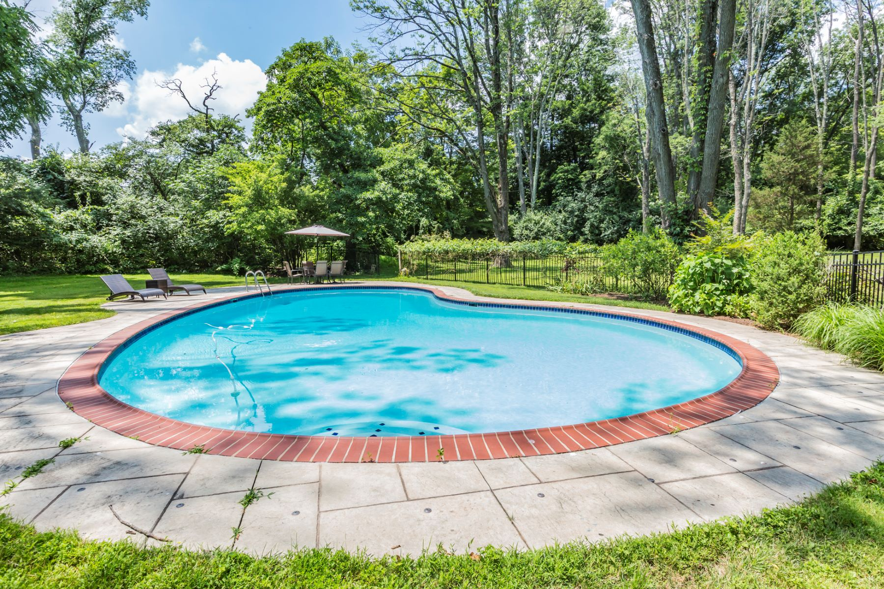 Additional photo for property listing at Spacious Residence in Lovely Two-Acre Setting 148 Fairway Drive, Princeton, New Jersey 08540 United States