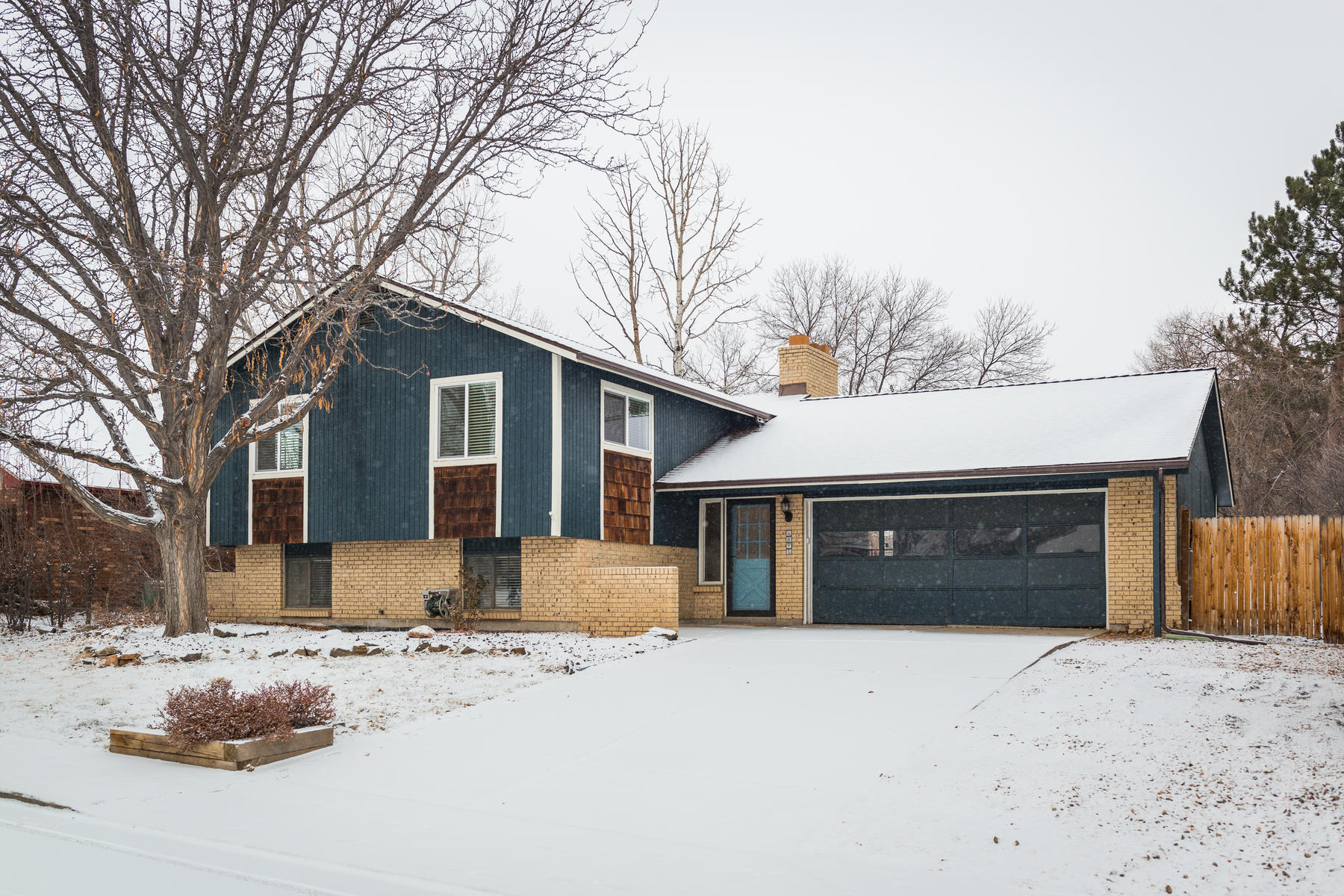 Single Family Home for Active at Great Move-in Ready House in Columbine West 6895 S Webster St Littleton, Colorado 80128 United States
