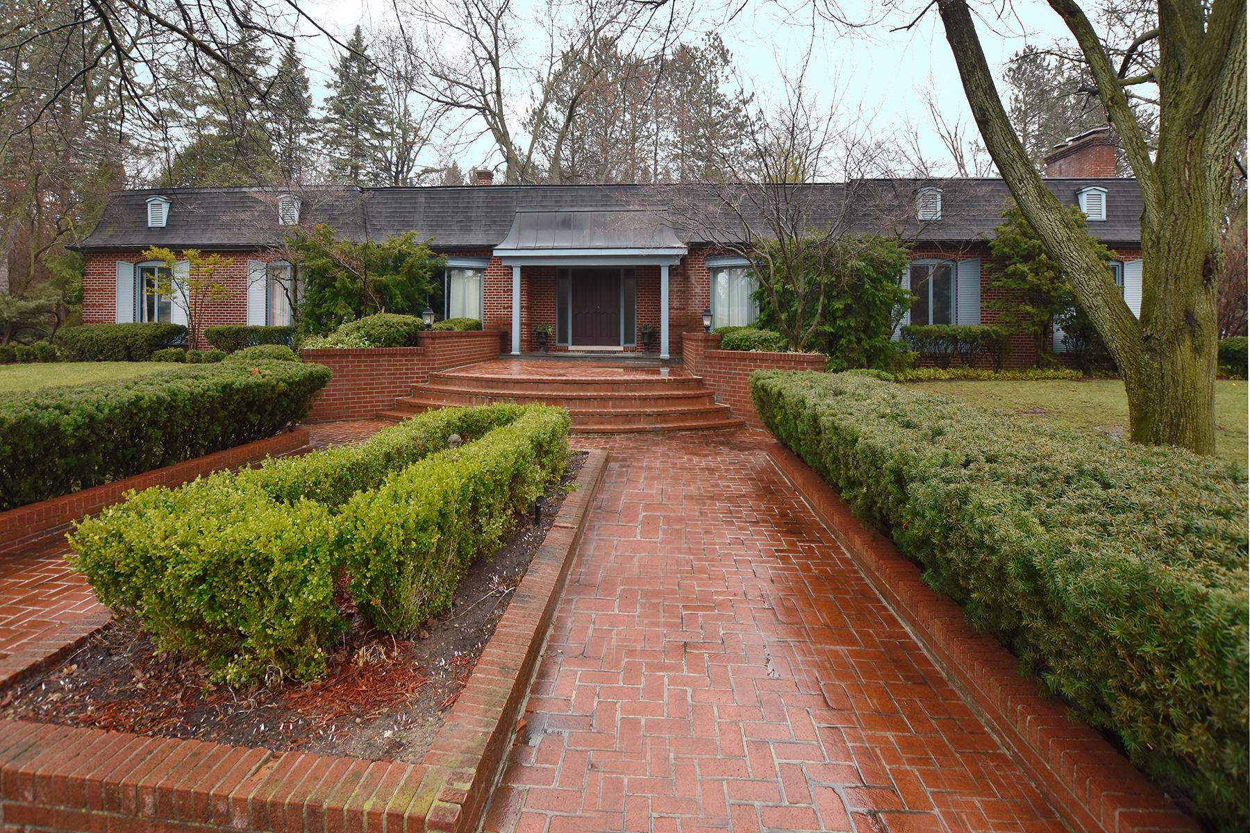 独户住宅 为 销售 在 Bloomfield 3504 Sutton Place 布洛姆费尔德, 密歇根州, 48301 美国