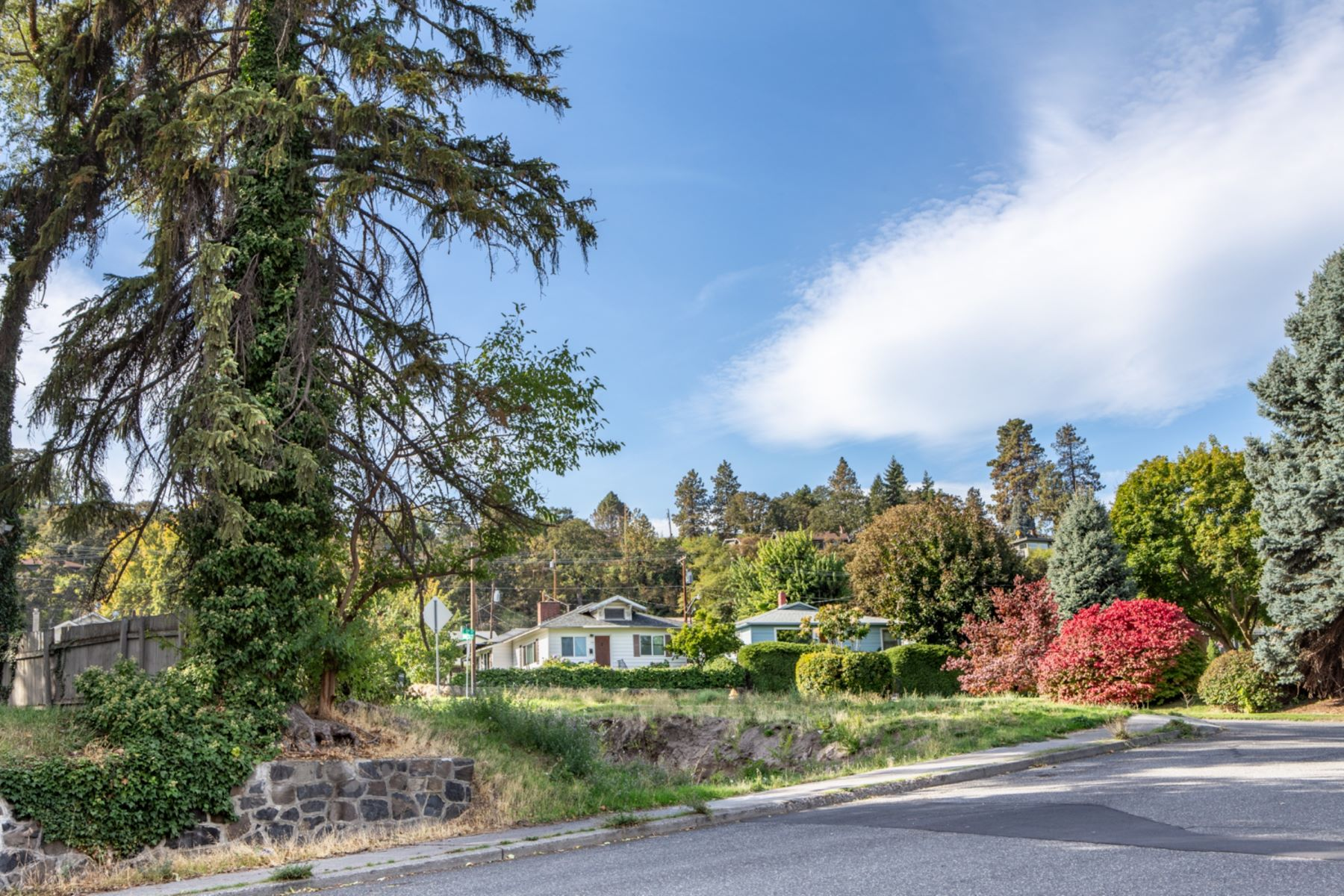 Land for Active at 800 E 13th The Dalles, Oregon 97058 United States