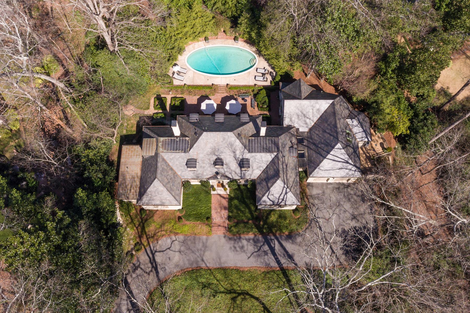 Частный односемейный дом для того Продажа на Handsome Home In Kingswood 3517 Dumbarton Road NW Kingswood, Atlanta, Джорджия, 30327 Соединенные Штаты