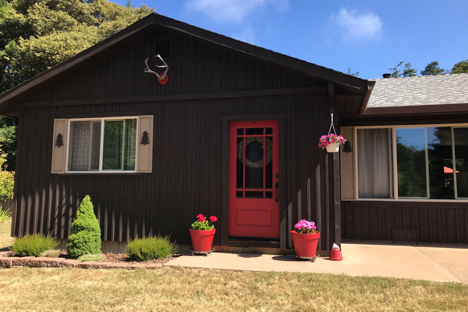 Additional photo for property listing at Immaculate, Private and Move In Ready 16701 Pearl Ranch Road Fort Bragg, California 95437 United States