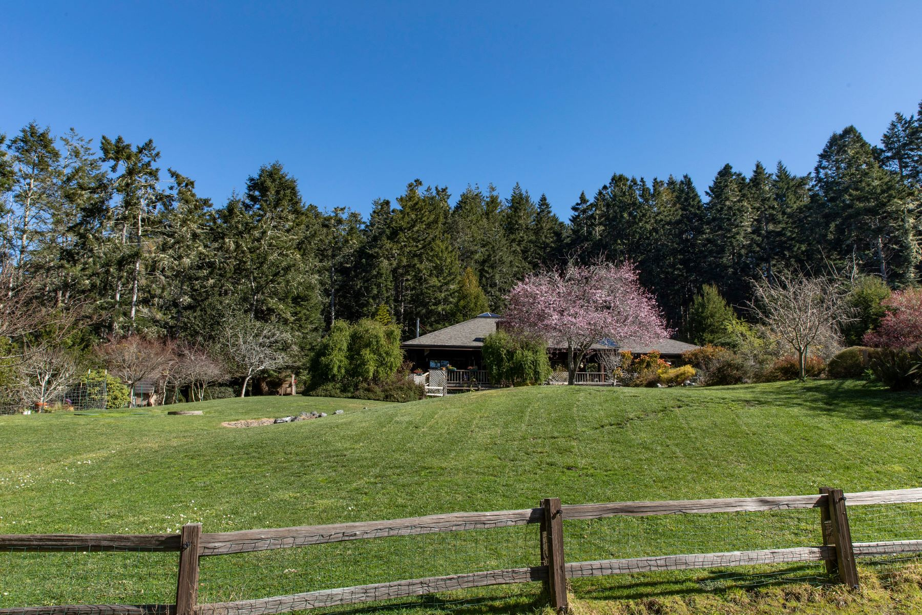Property 为 销售 在 Swallow Pond 44650 Raven Lane Mendocino, 加利福尼亚州 95460 美国