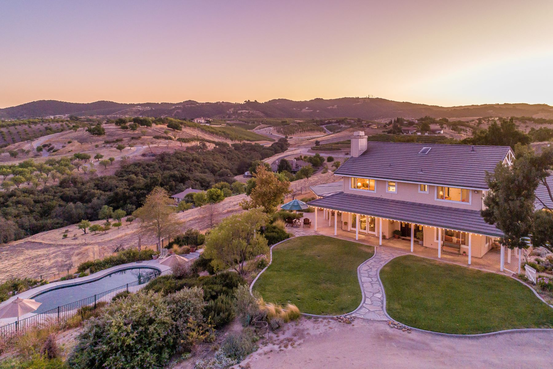 Single Family Homes for Sale at Serene Rolling Hills & Vineyard Views from Every Window 3700 Mira Vista Way Paso Robles, California 93446 United States