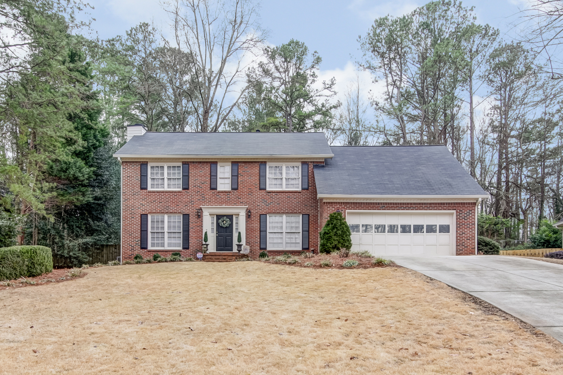 Eensgezinswoning voor Verkoop op Charming Home In Incredible Location 8520 Birch Hollow Drive Roswell, Georgië 30076 Verenigde Staten