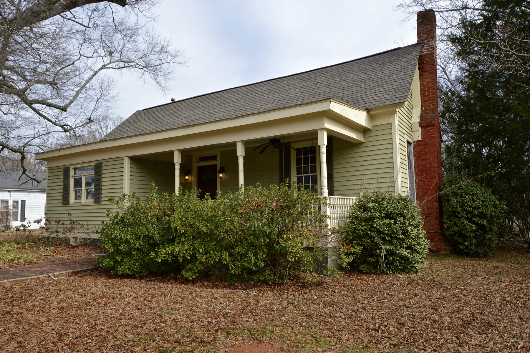Maison unifamiliale pour l Vente à Charming Historic Home In Downtown Senoia On Beautiful Large Level Lot 471 Pylant Street Senoia, Georgia, 30276 États-Unis