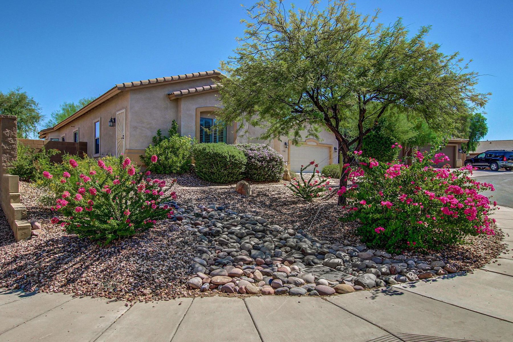 Single Family Home for Sale at Incredible two-master suite Hacienda home in Anthem 44025 N 44th Ln New River, Arizona, 85087 United States