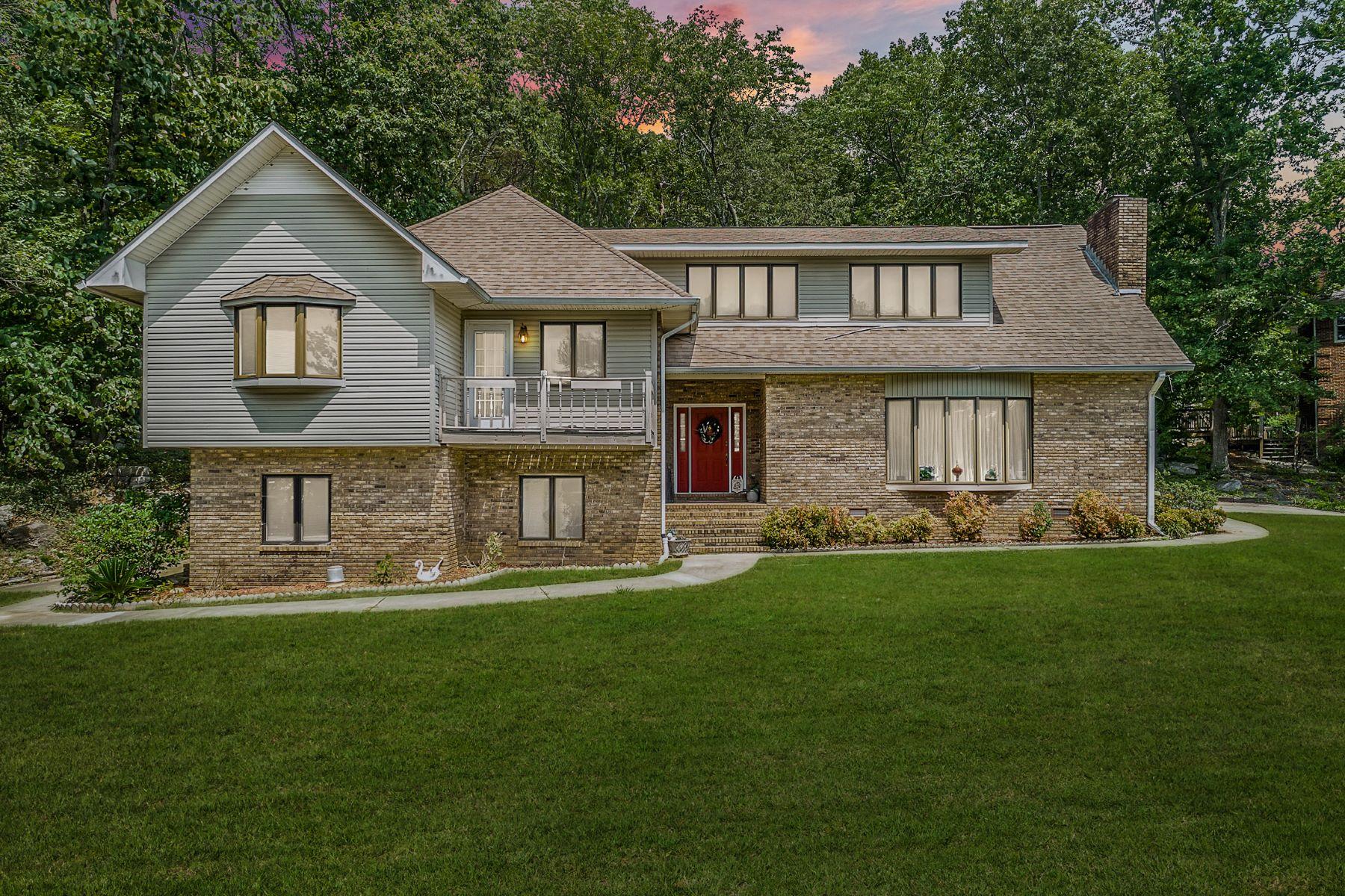 Single Family Homes 为 销售 在 2401 Wyeth Drive Guntersville, 阿拉巴马州 35976 美国