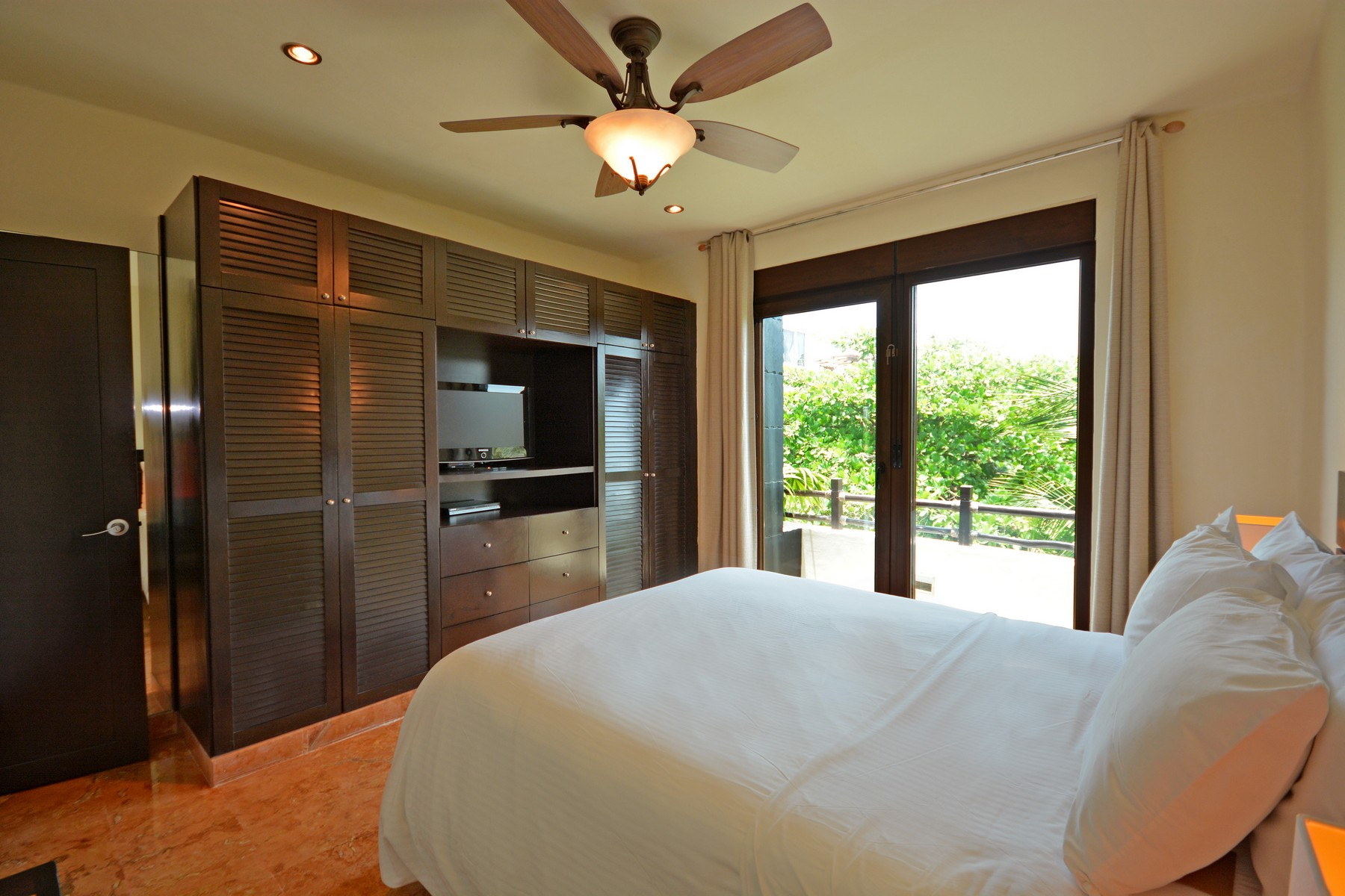 Additional photo for property listing at INTRIGUING 3 BEDROOM PENTHOUSE Beachside, El Taj Calle 1era Nte, entre 12 y 14 Nte. Playa Del Carmen, Quintana Roo 77710 Mexico