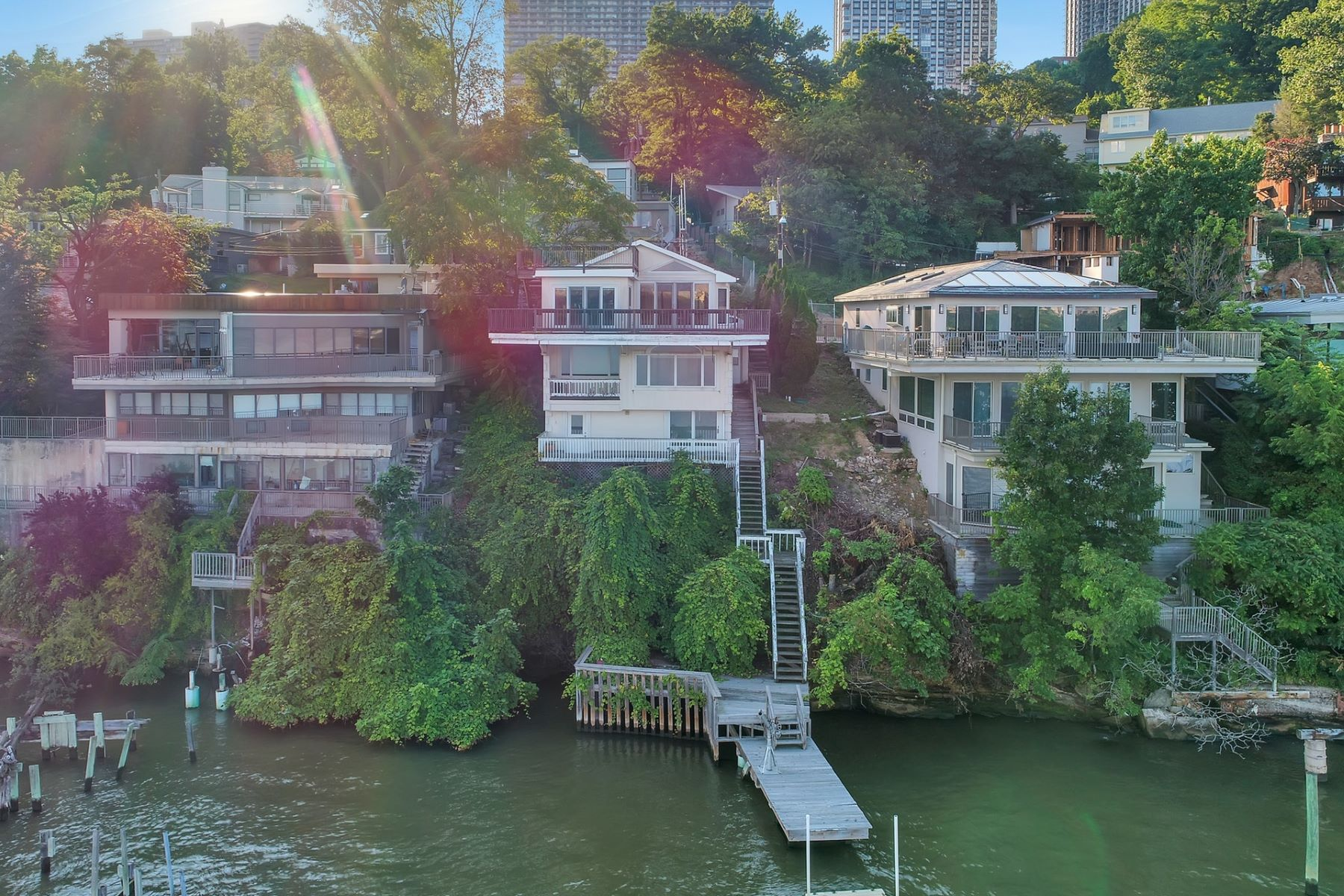 Casa Unifamiliar por un Venta en Exquisite Waterfront Home! 27 Shore Road Edgewater, Nueva Jersey 07020 Estados Unidos