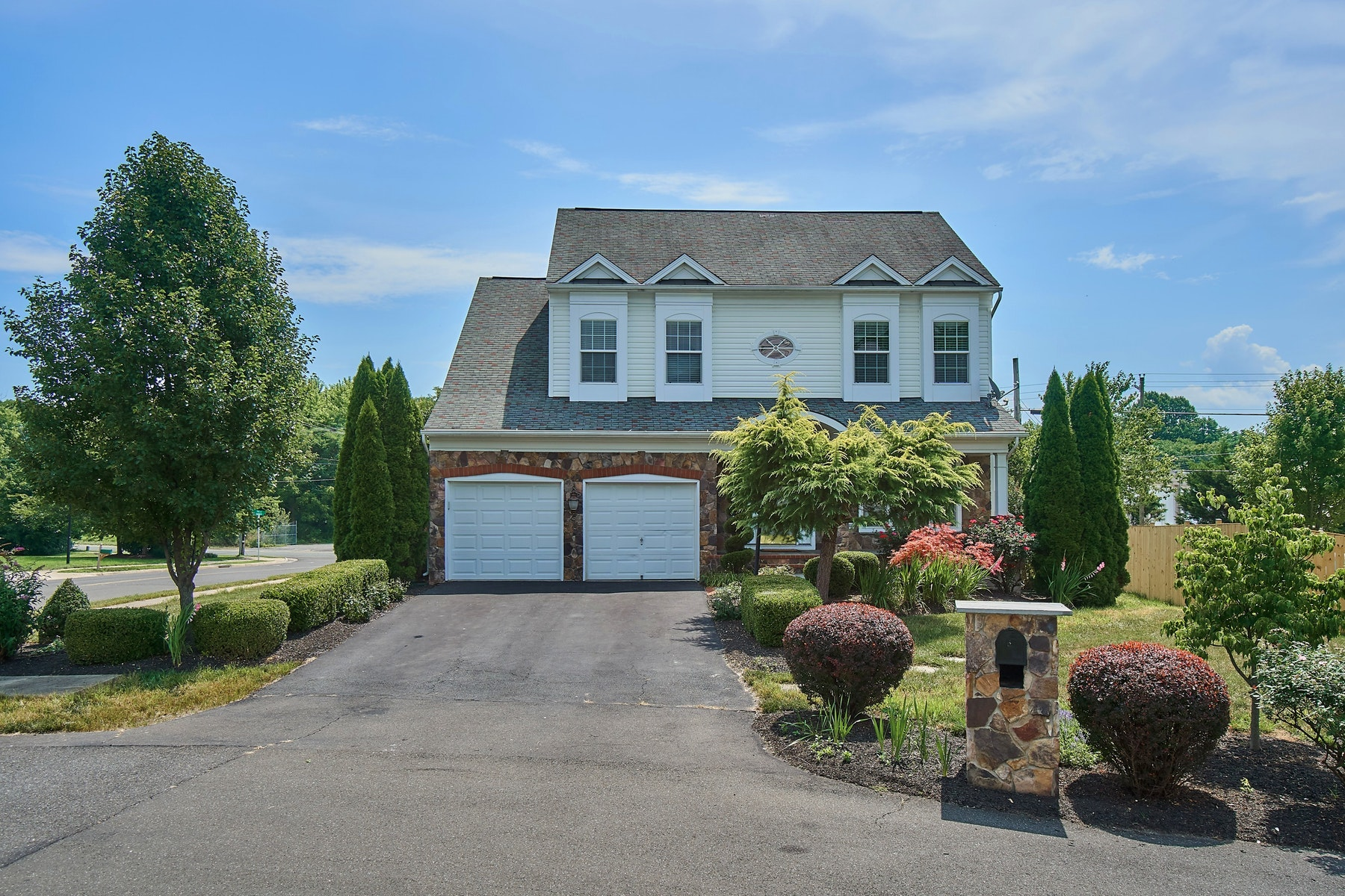 Single Family Homes por un Venta en Custom Apple Glen Home 321 E. Fairfax Street Berryville, Virginia 22611 Estados Unidos