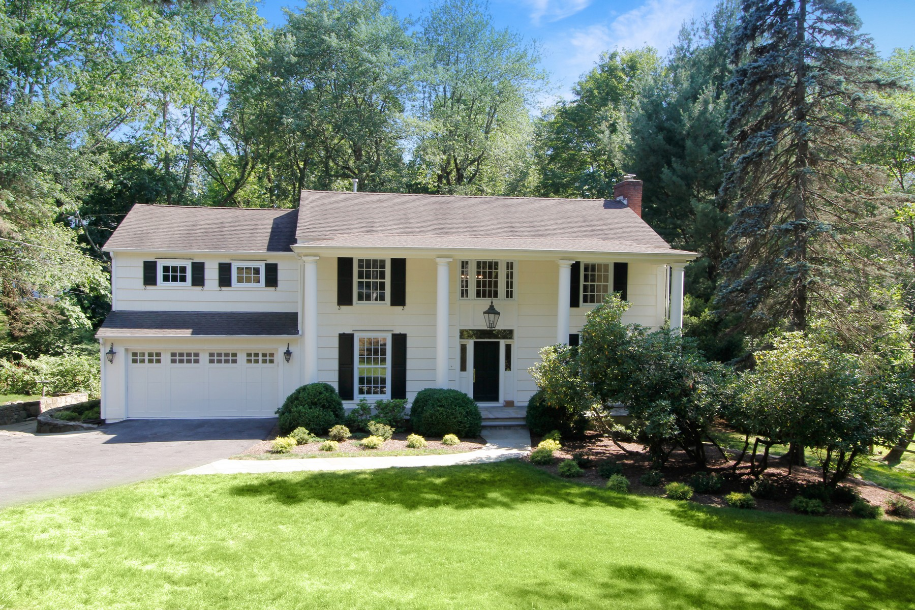 Single Family Homes 為 出售 在 Stunning Renovation 28 Greenbriar Drive, Chappaqua, 纽约 10514 美國
