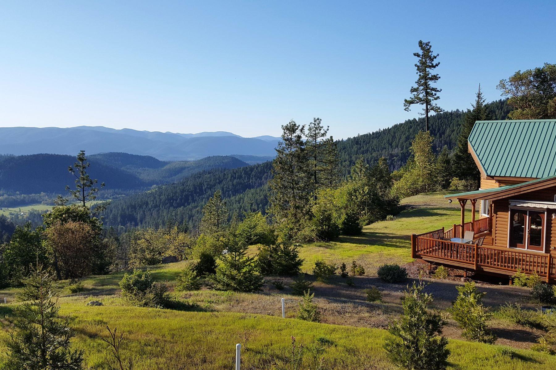 Single Family Homes pour l Vente à Page Creek Retreat 1555 Page Creek Rd, Cave Junction, Oregon 97523 États-Unis