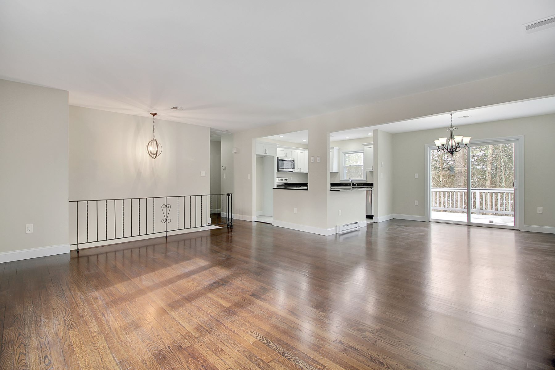 Tek Ailelik Ev için Satış at Gorgeous Remodeled Home 12 Crescent Road, Andover, New Jersey 07821 Amerika Birleşik Devletleri