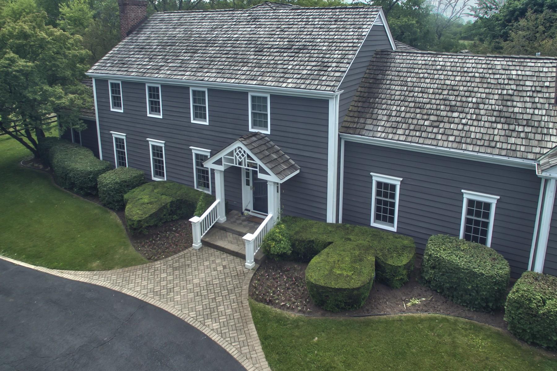 Maison unifamiliale pour l Vente à Hamptons Style Colonial Home 409 Three Lakes Road Barrington Hills, Illinois, 60010 États-Unis