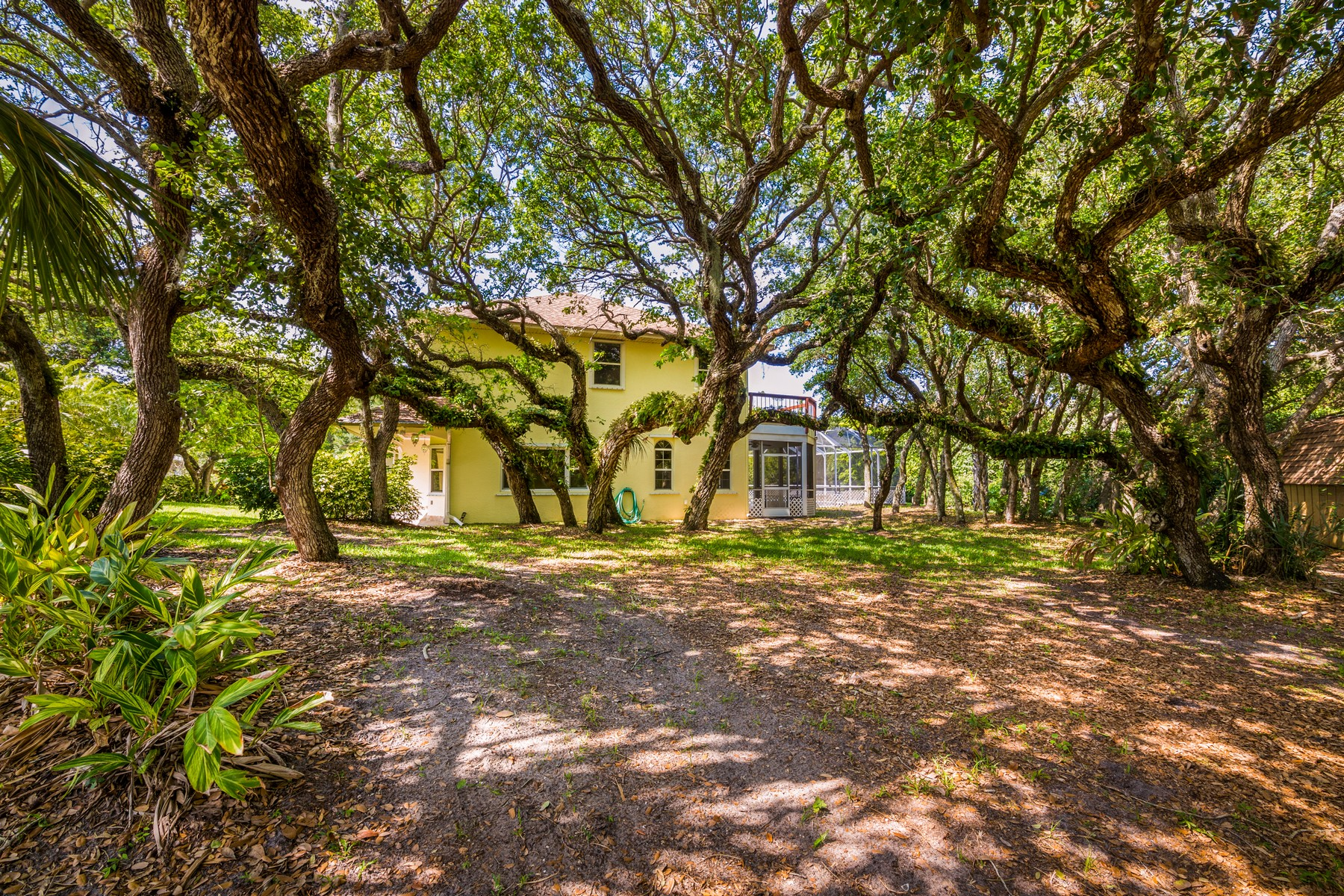 Additional photo for property listing at Remarkable Home Tucked Away in Charming Neighborhood 301 Indian Mound Drive Melbourne Beach, Florida 32951 United States